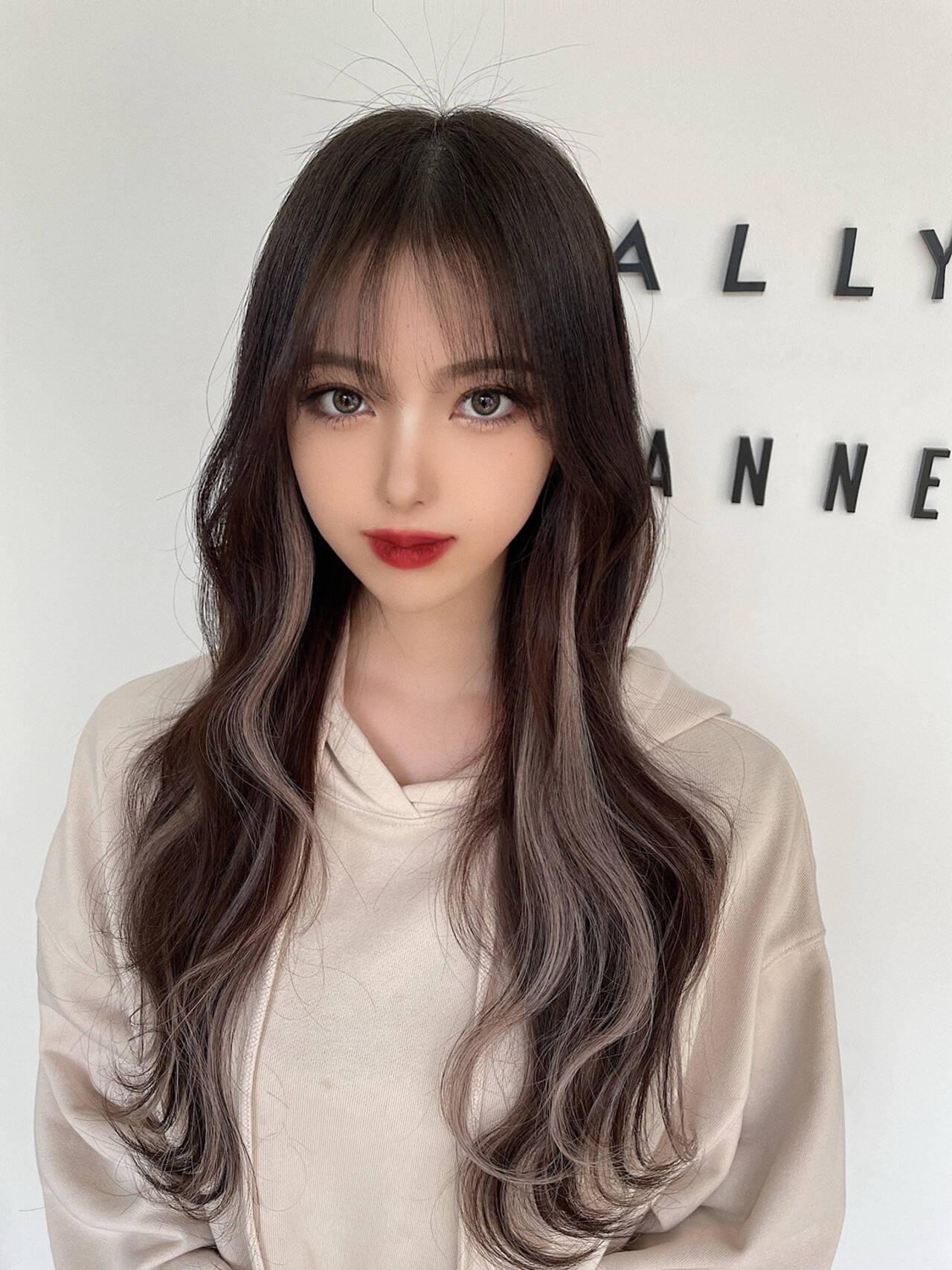 シースルーバング インナーカラー エクステ ハイライトヘアスタイルや髪型の写真・画像