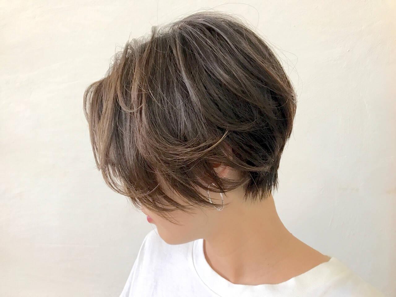 フェミニン ショート レイヤーカットヘアスタイルや髪型の写真・画像