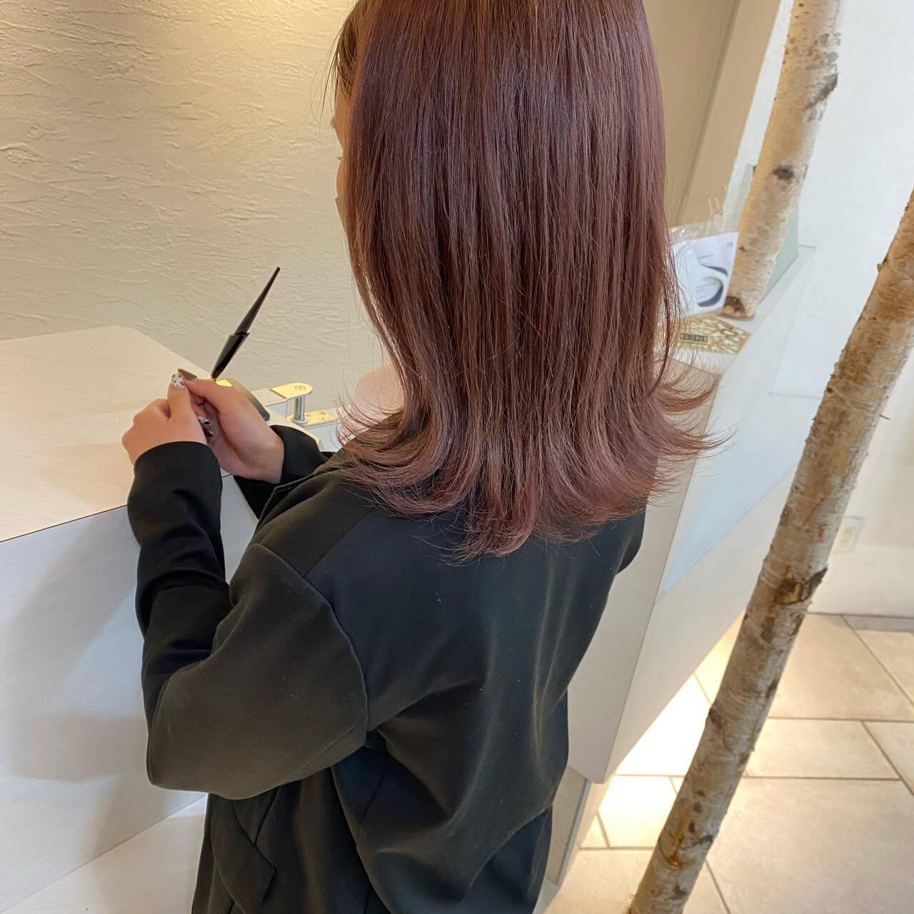 大人ミディアム うる艶カラー ラベンダーカラー ナチュラルヘアスタイルや髪型の写真・画像