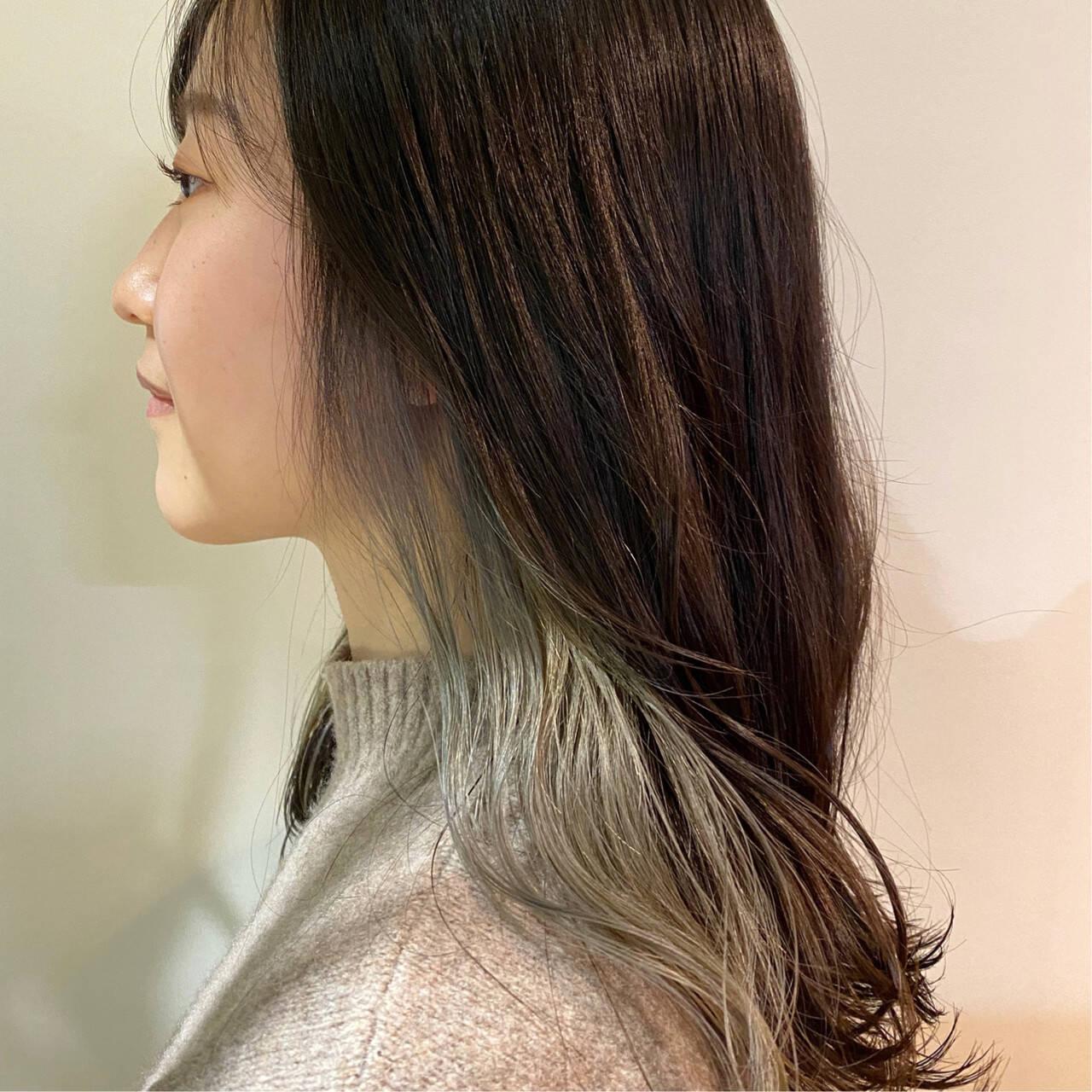 インナーカラーグレージュ シルバーグレー シルバーアッシュ インナーカラーシルバーヘアスタイルや髪型の写真・画像