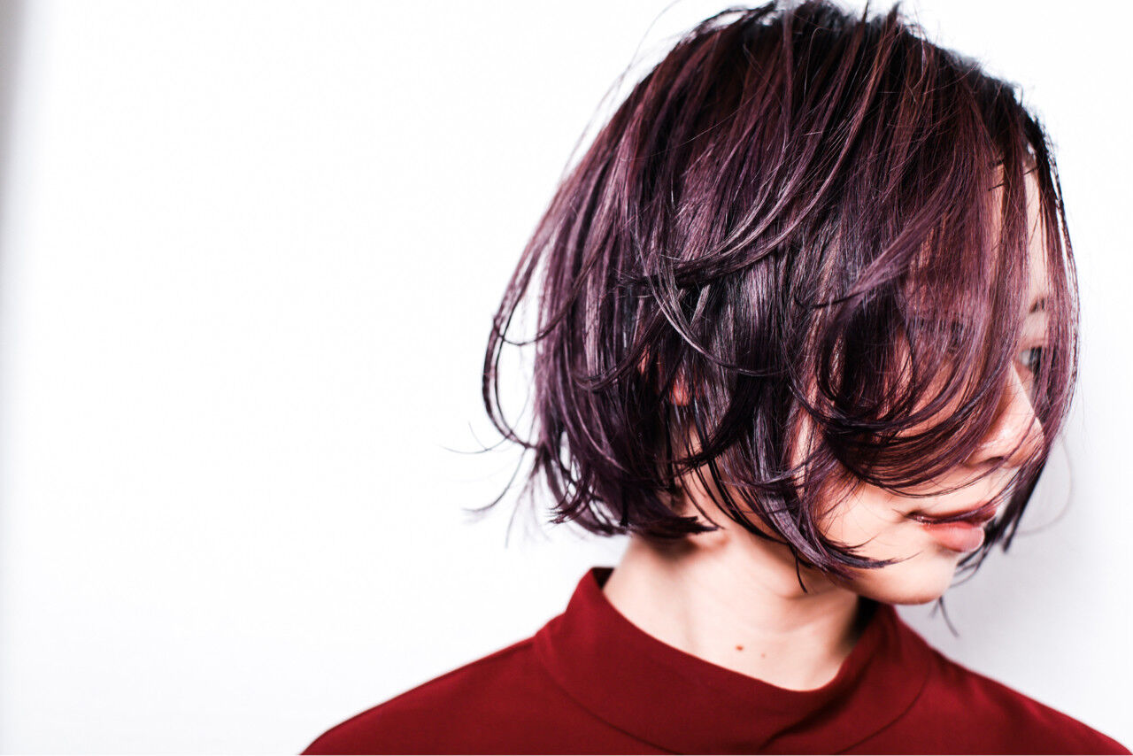 ウェットヘア 暗髪 ピンク モードヘアスタイルや髪型の写真・画像
