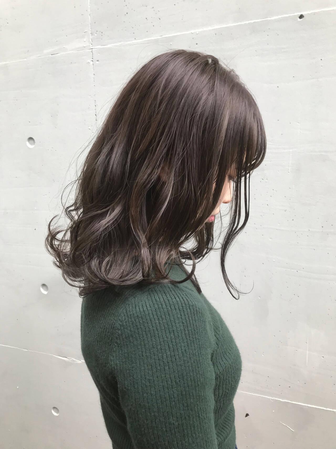 ラベンダーアッシュ セミロング ラベンダー ラベンダーグレージュヘアスタイルや髪型の写真・画像