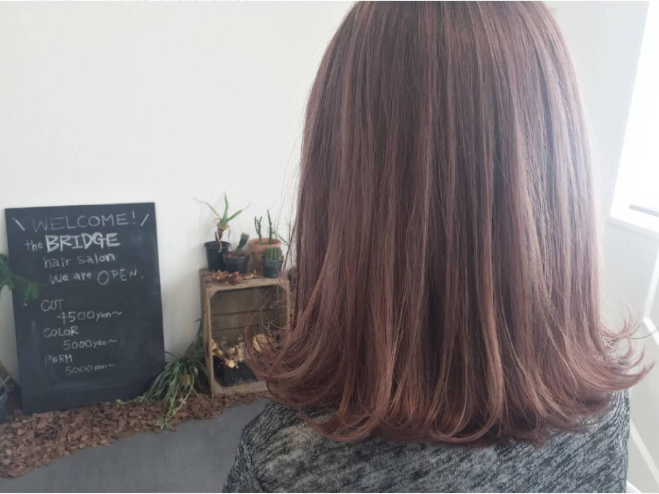 ボブ ラベンダーピンク ピンクアッシュ 外ハネヘアスタイルや髪型の写真・画像