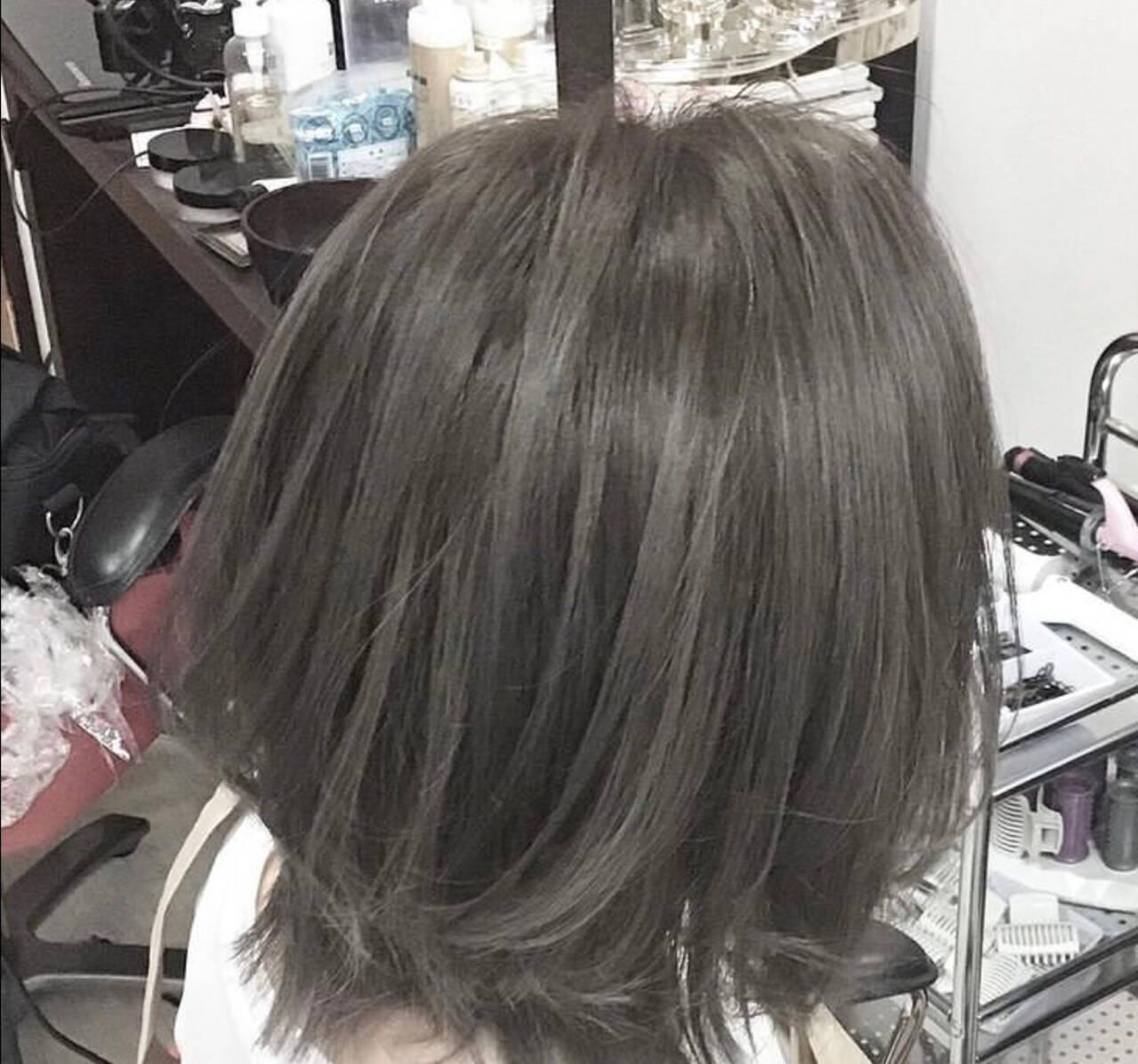 アッシュグレージュ 外国人風カラー グレージュ ミディアムヘアスタイルや髪型の写真・画像