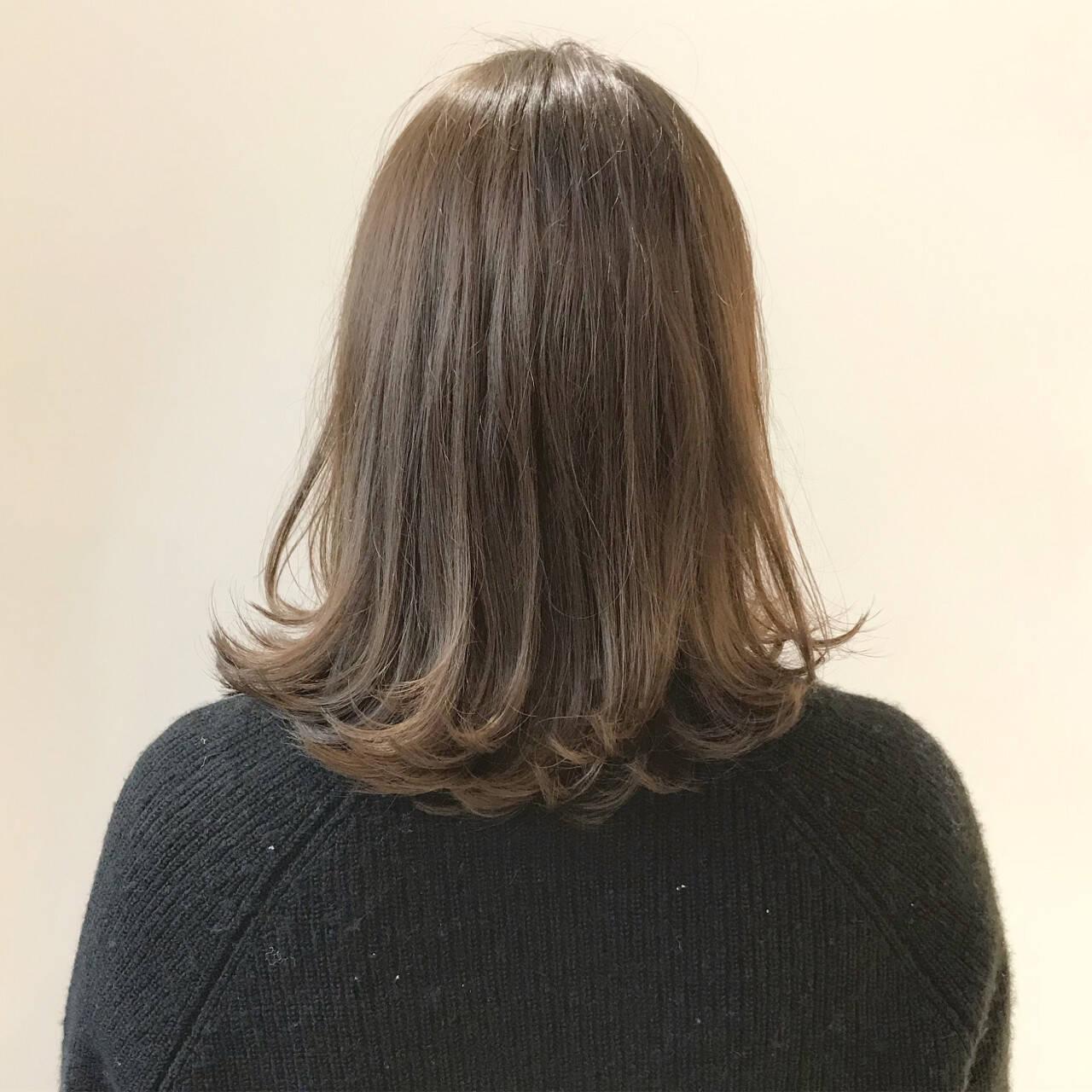 ベージュ ロブ ミディアム ナチュラルヘアスタイルや髪型の写真・画像