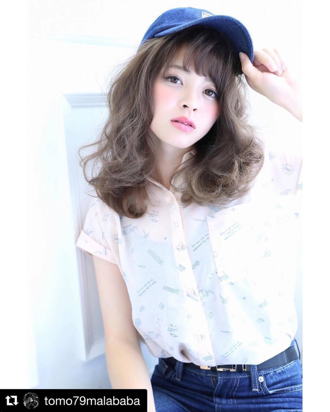 ミディアム ストリート 大人かわいい 前髪ありヘアスタイルや髪型の写真・画像