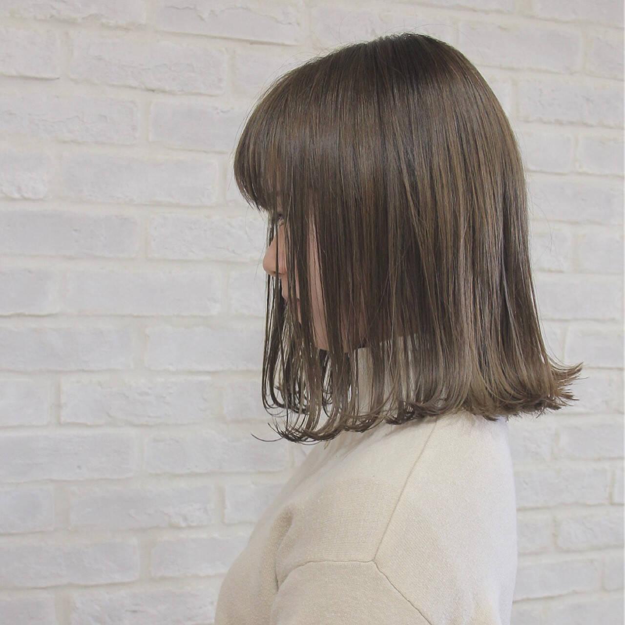 マット グレージュ 外ハネ ボブヘアスタイルや髪型の写真・画像