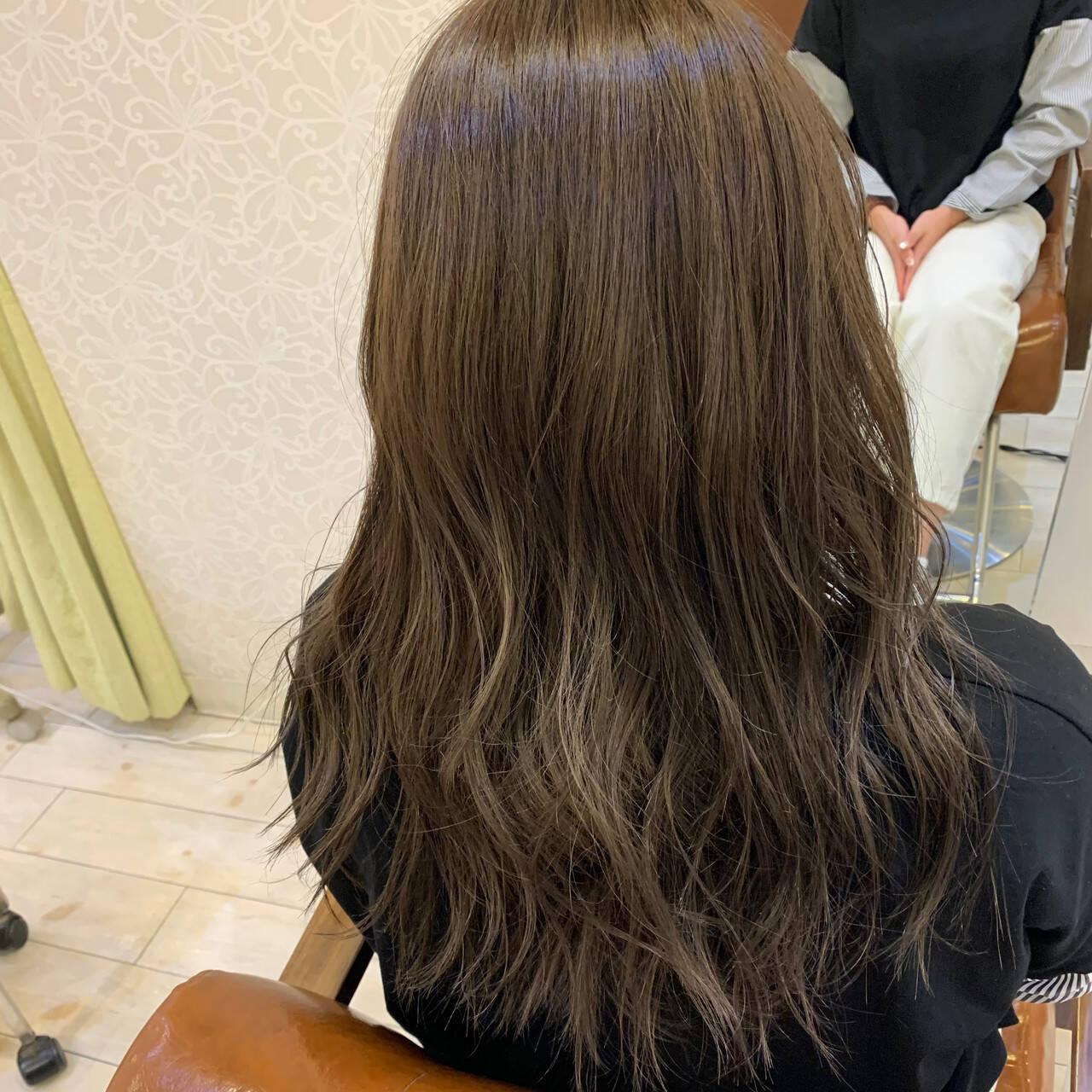 オリーブベージュ フェミニン オリーブアッシュ セミロングヘアスタイルや髪型の写真・画像