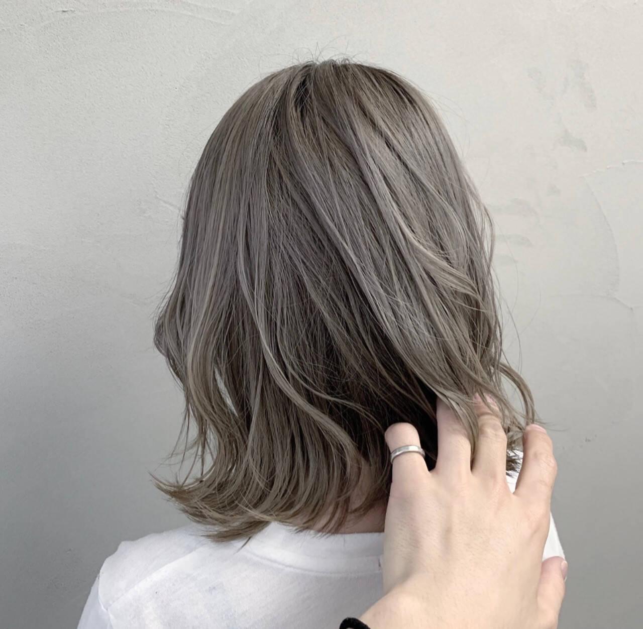 ラベンダーグレージュ ホワイトシルバー モード ホワイトグレージュヘアスタイルや髪型の写真・画像