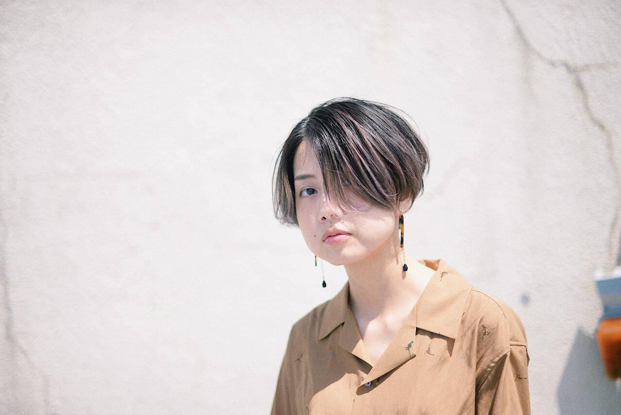 センターパート 3Dハイライト バレイヤージュ 外国人風カラーヘアスタイルや髪型の写真・画像