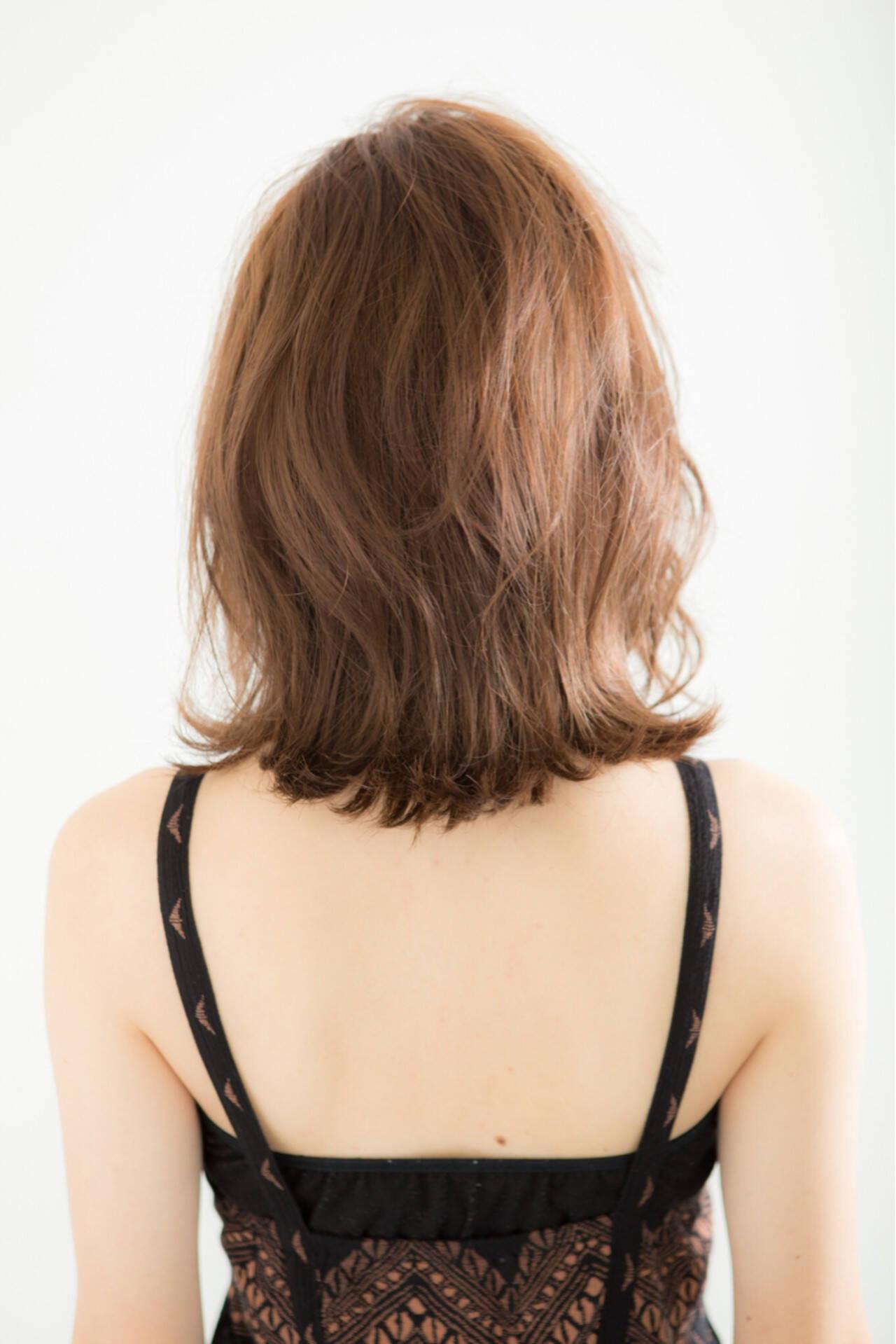 ボブ ロブ ミディアム 外ハネヘアスタイルや髪型の写真・画像
