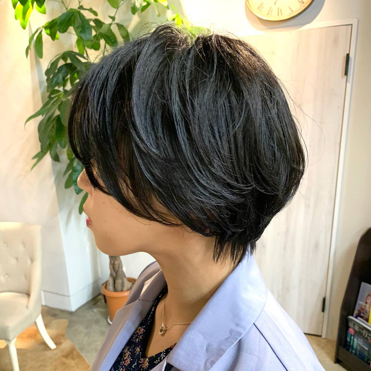 ハンサムショート パーマ 暗髪 ナチュラルヘアスタイルや髪型の写真・画像