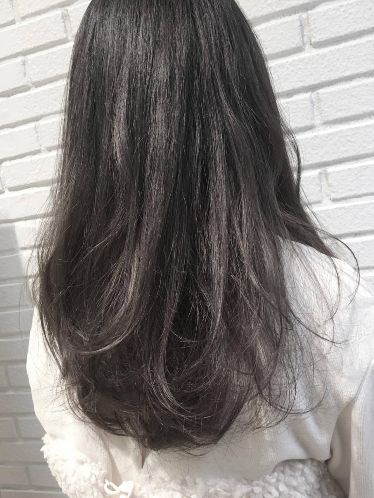 グレー ロング ダブルカラー ダークアッシュヘアスタイルや髪型の写真・画像