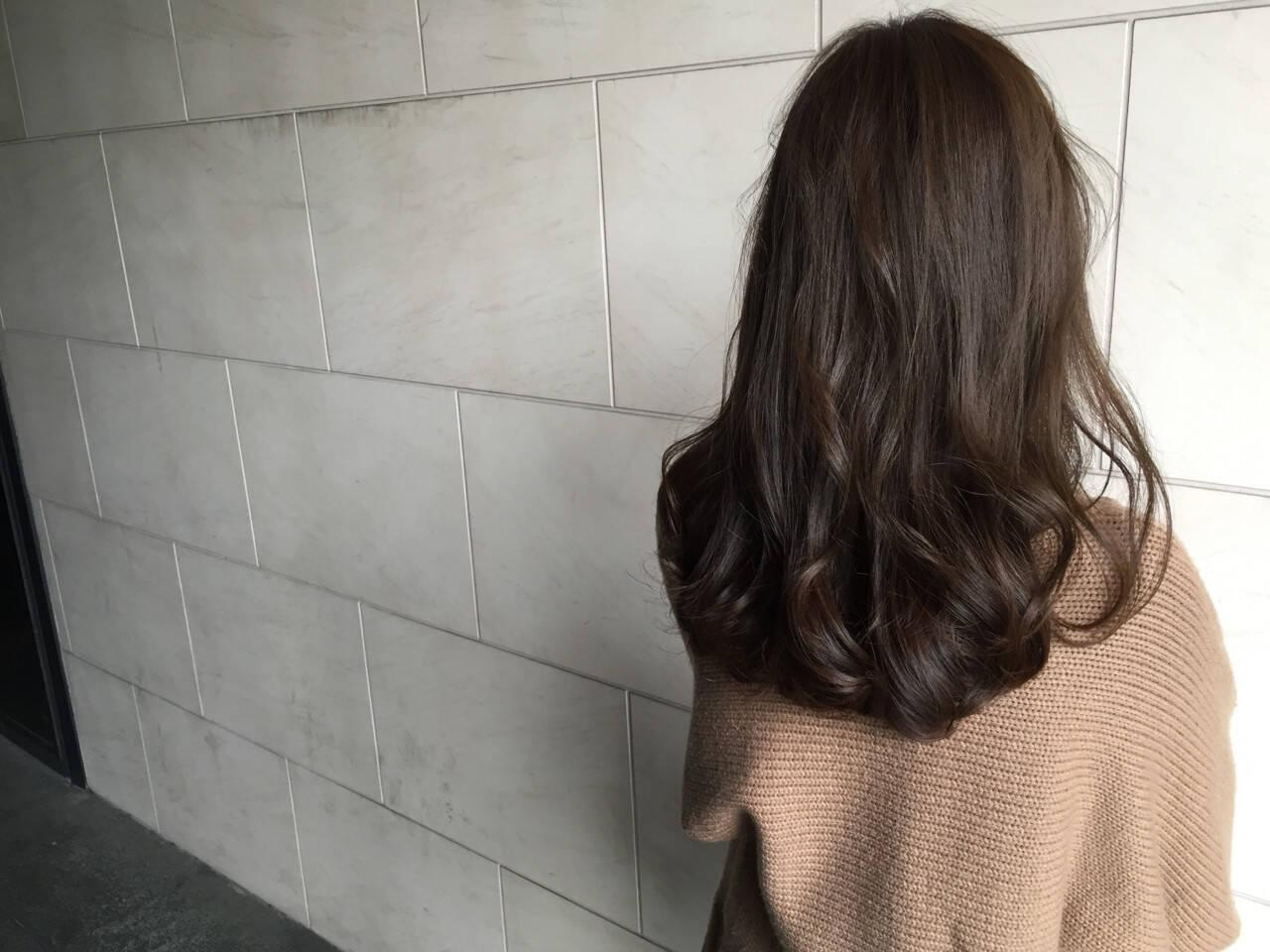 セミロング ナチュラル ゆるふわ ハイライトヘアスタイルや髪型の写真・画像