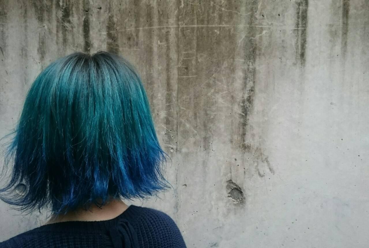 ストリート グラデーションカラー カラーバター ブルーヘアスタイルや髪型の写真・画像