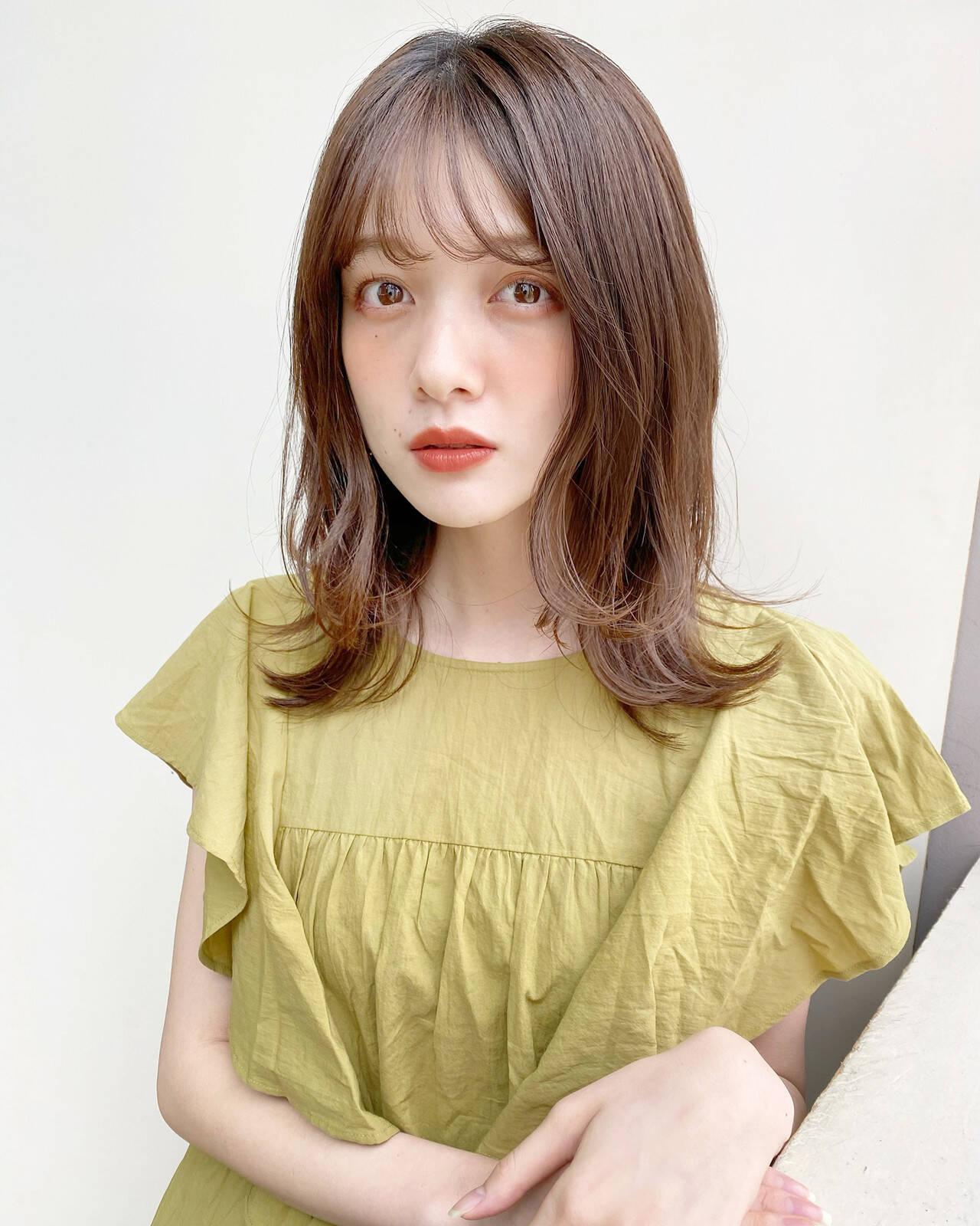 レイヤー ミディアムレイヤー レイヤーカット レイヤースタイルヘアスタイルや髪型の写真・画像