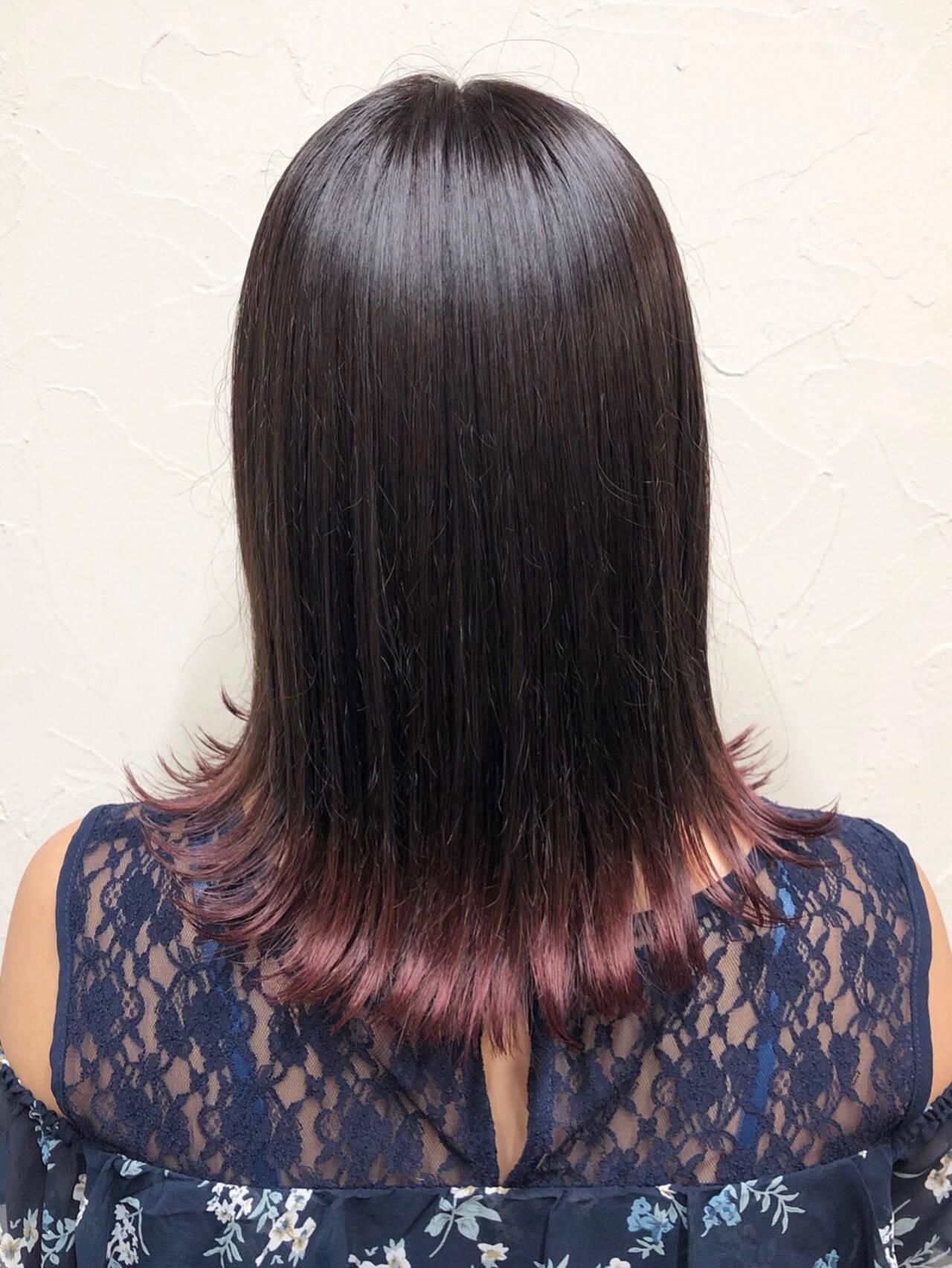 グラデーションカラー フェミニン セミロング 外ハネヘアスタイルや髪型の写真・画像