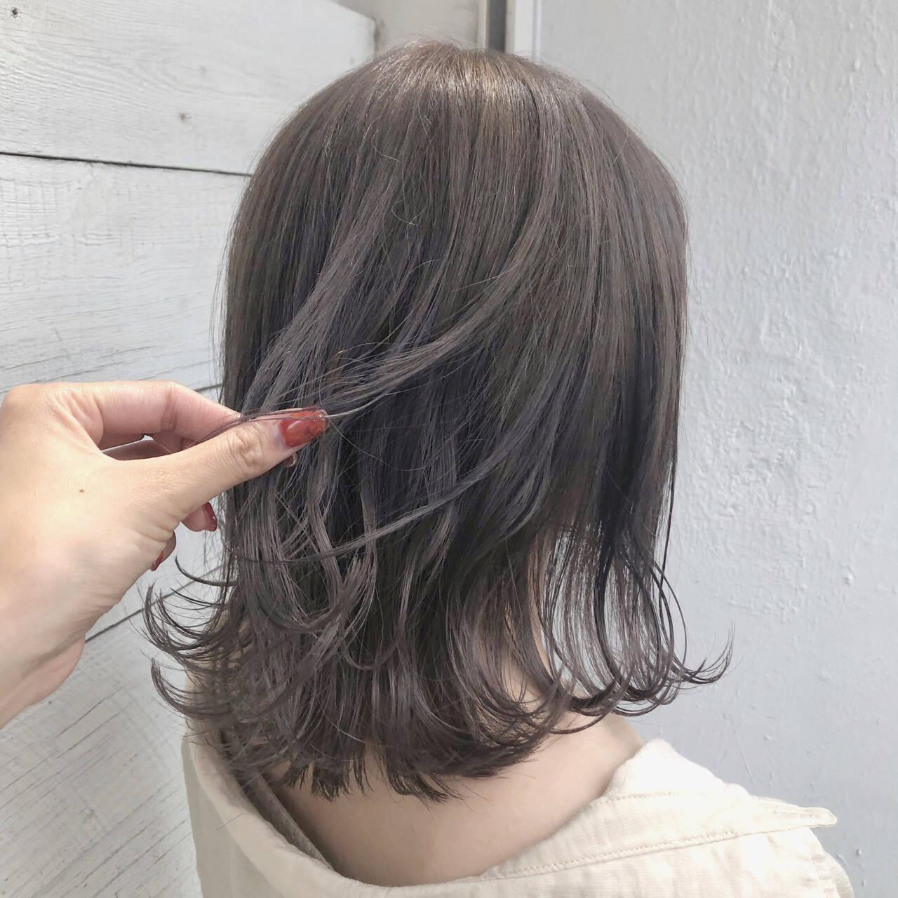 ブリーチ必須 アッシュグレージュ 透明感カラー ミディアムヘアスタイルや髪型の写真・画像