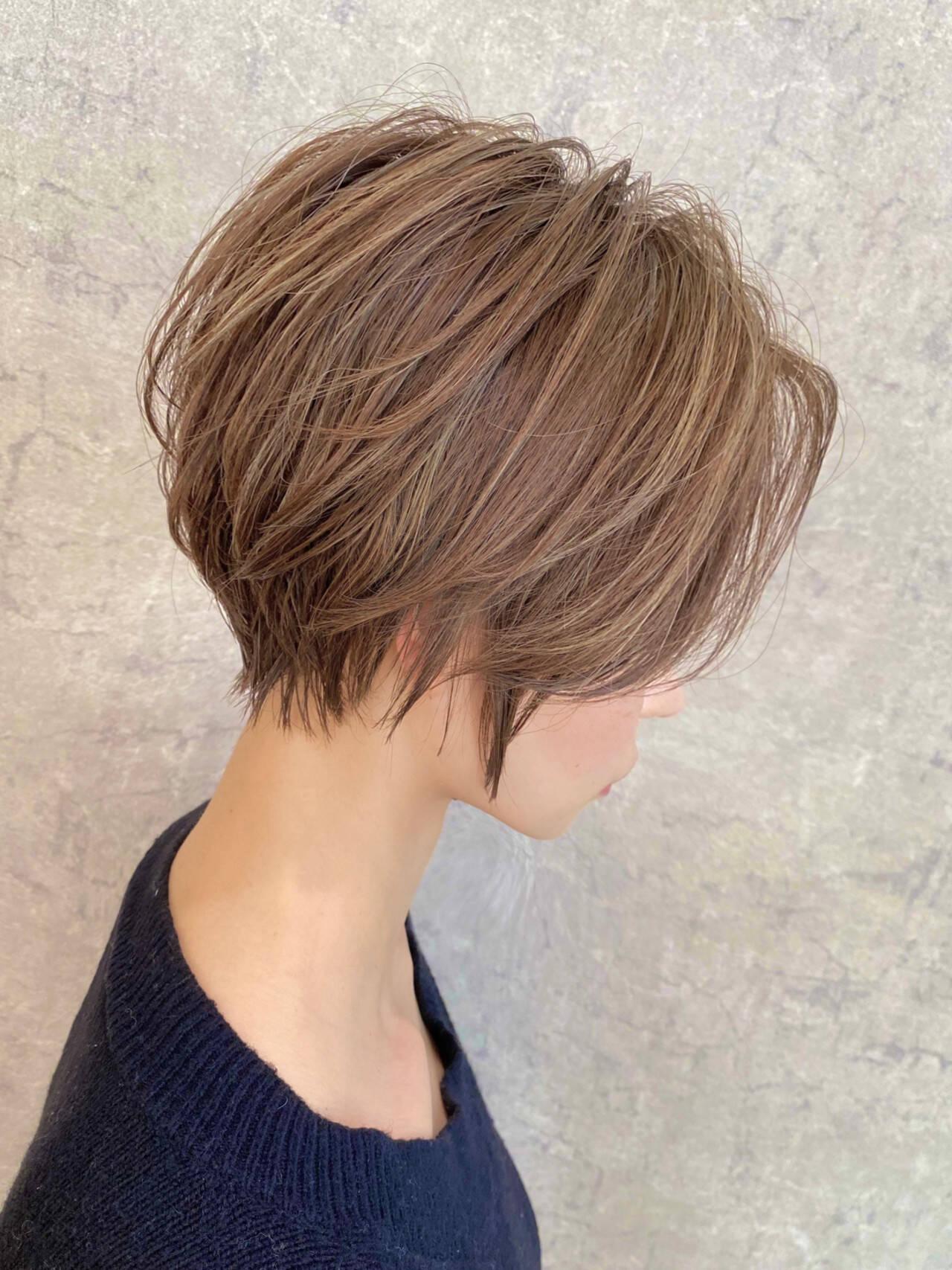 大人ハイライト ショートヘア ショートボブ 前髪なしヘアスタイルや髪型の写真・画像