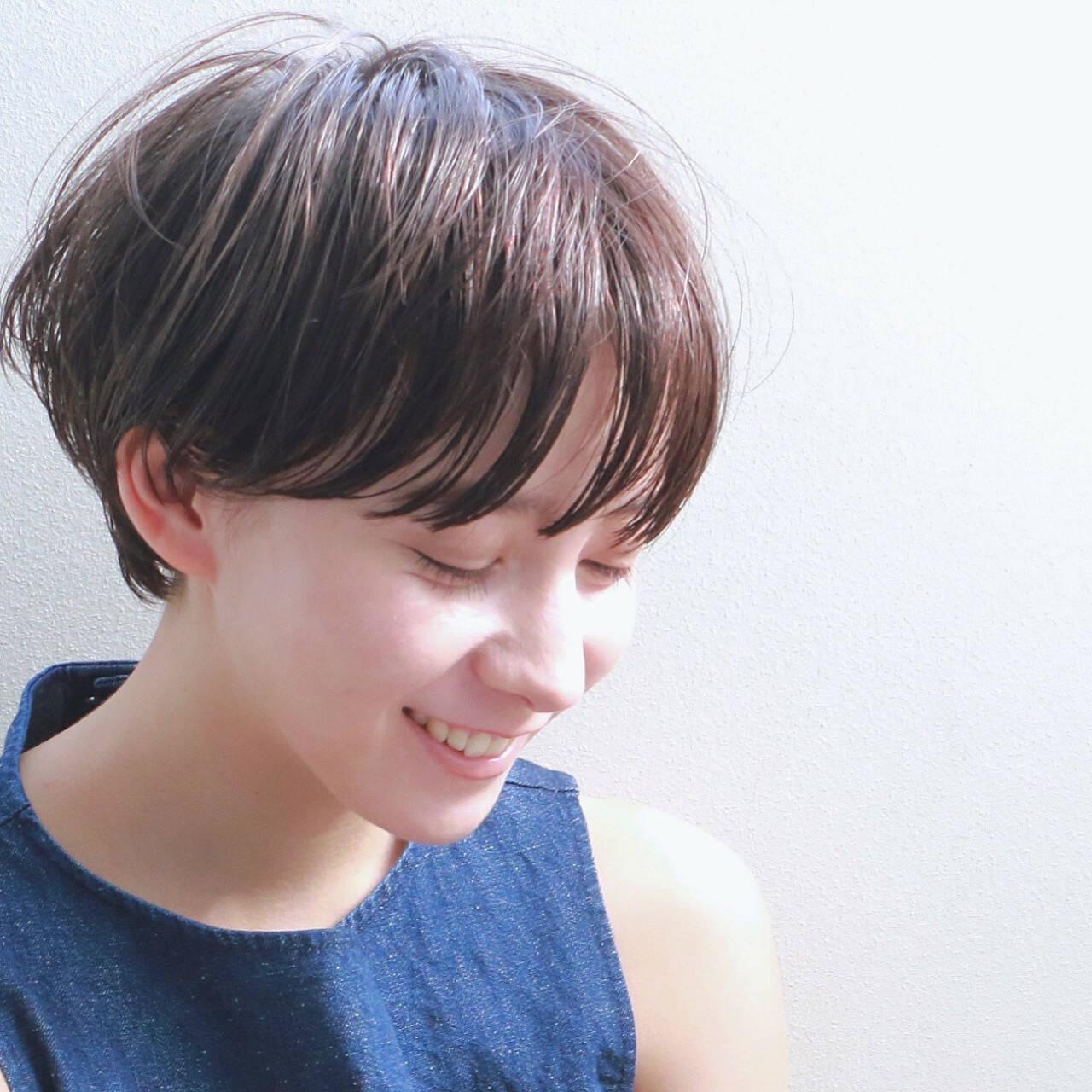 ショート ニュアンス マッシュ ナチュラルヘアスタイルや髪型の写真・画像