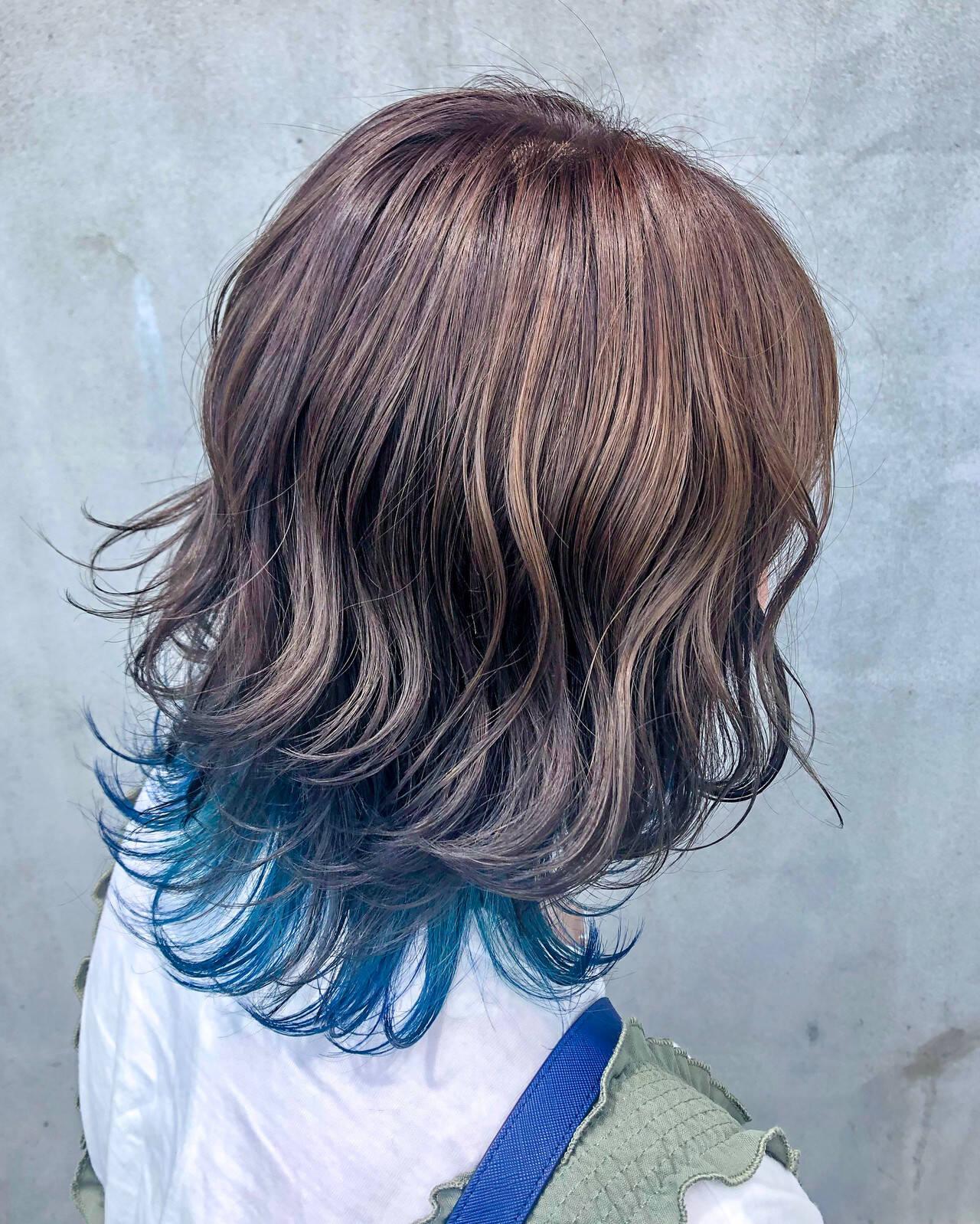 アッシュグレージュ ウルフカット ミディアム シルバーグレージュヘアスタイルや髪型の写真・画像