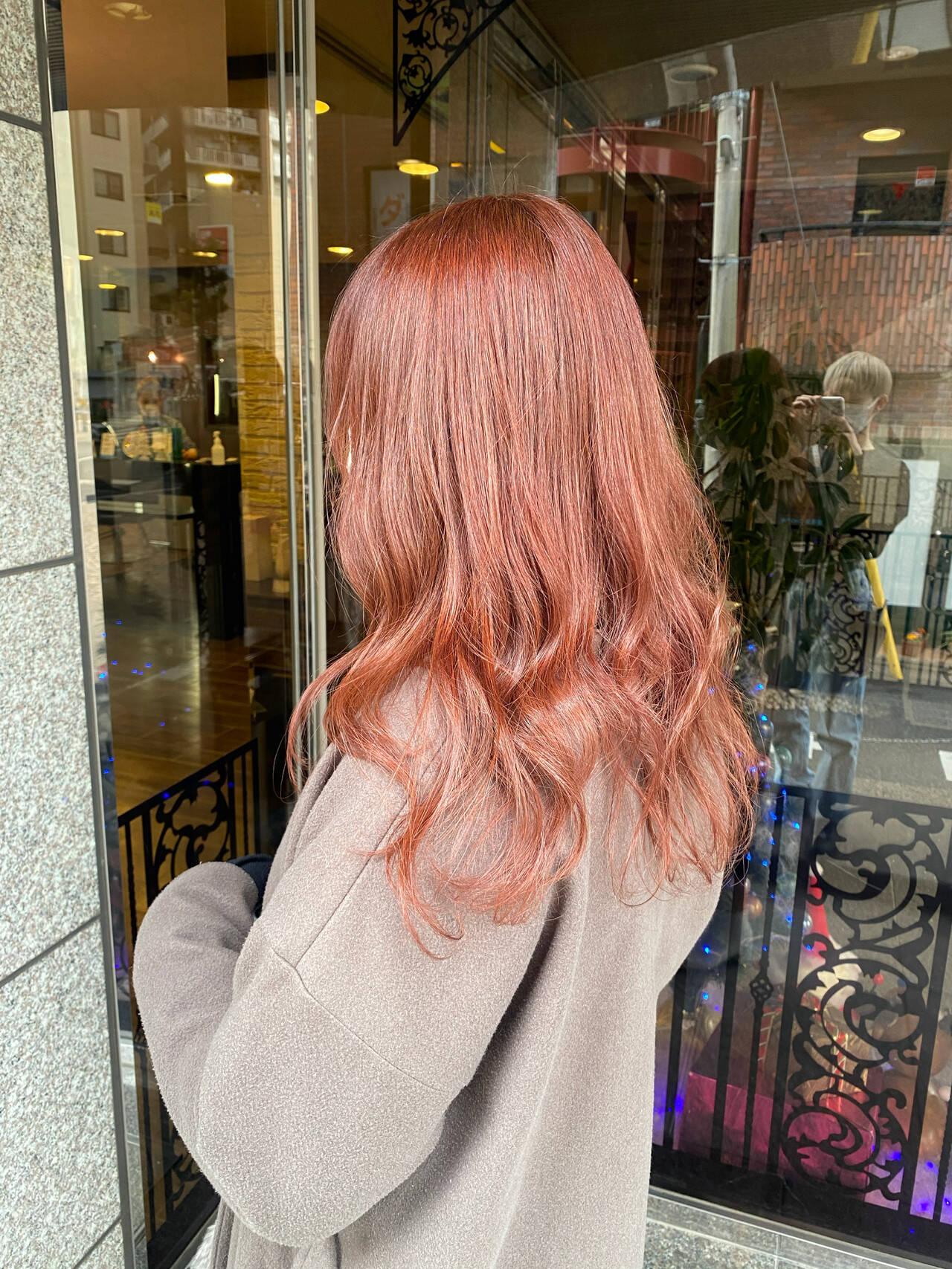 ロング カシスレッド レッドカラー レッドヘアスタイルや髪型の写真・画像