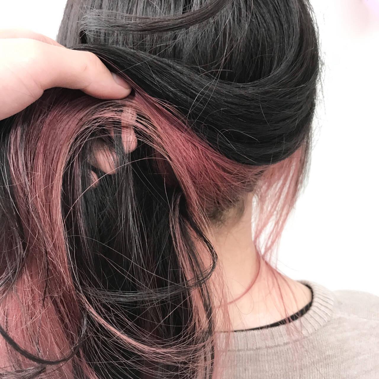 セミロング インナーカラー ピンク ストリートヘアスタイルや髪型の写真・画像