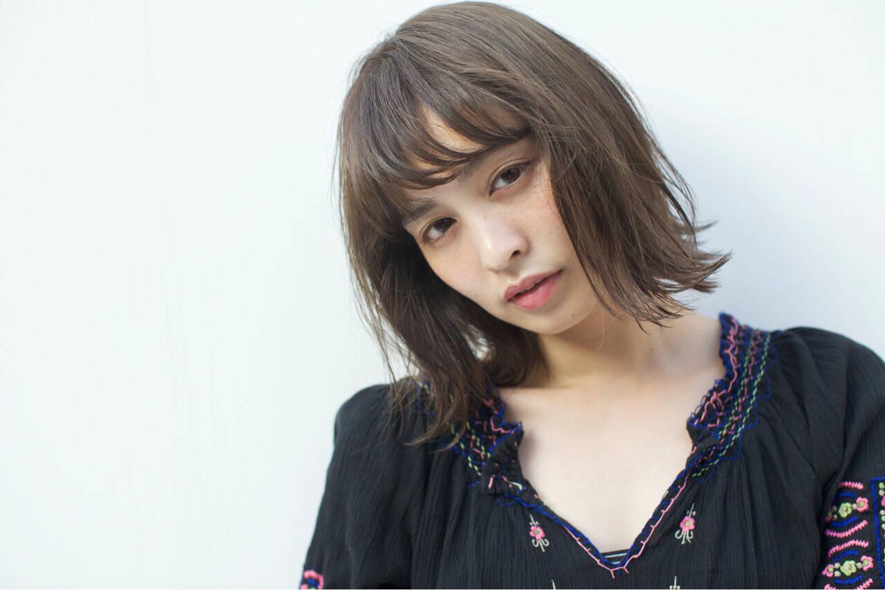アッシュ ハイライト 外国人風 ナチュラルヘアスタイルや髪型の写真・画像