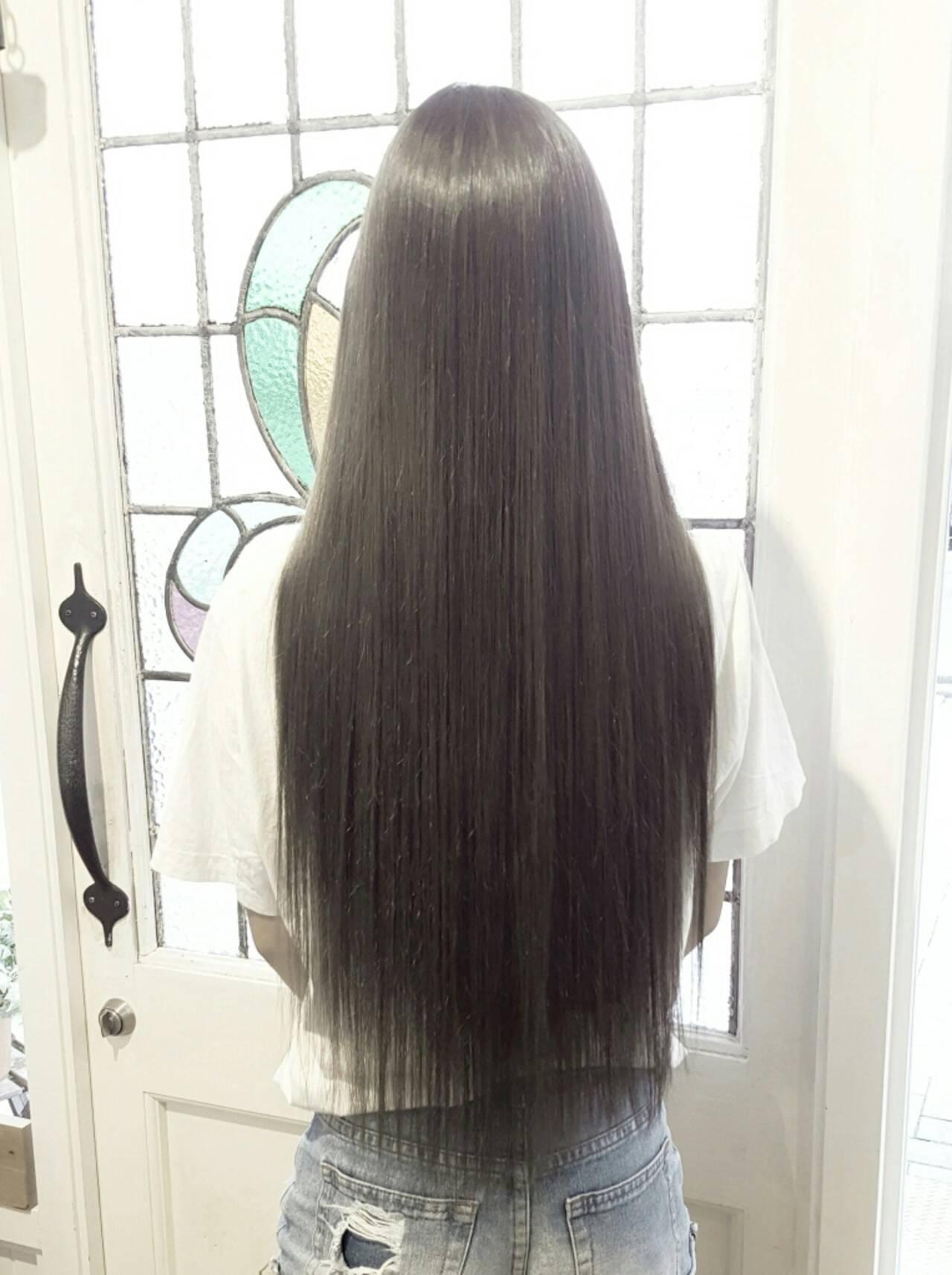 グラデーションカラー ナチュラル アッシュ ストレートヘアスタイルや髪型の写真・画像
