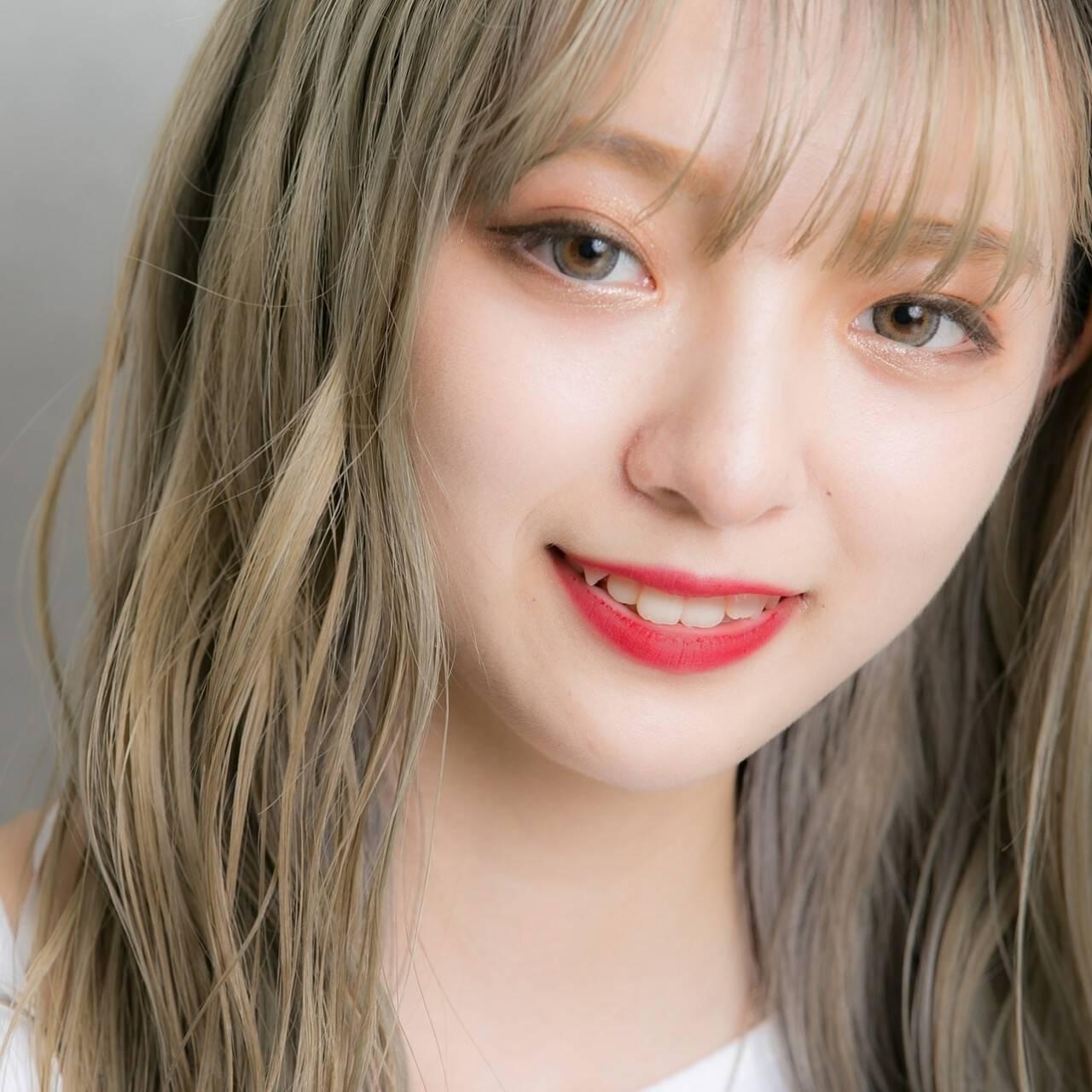 外国人風カラー ハイトーンカラー ホワイトシルバー インナーカラーヘアスタイルや髪型の写真・画像