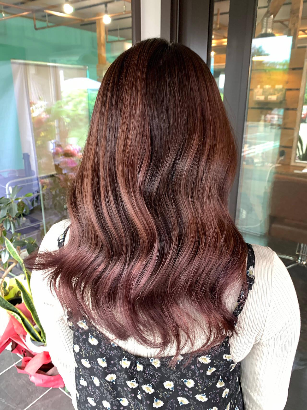 セミロング ガーリー エアータッチ ピンクパープルヘアスタイルや髪型の写真・画像