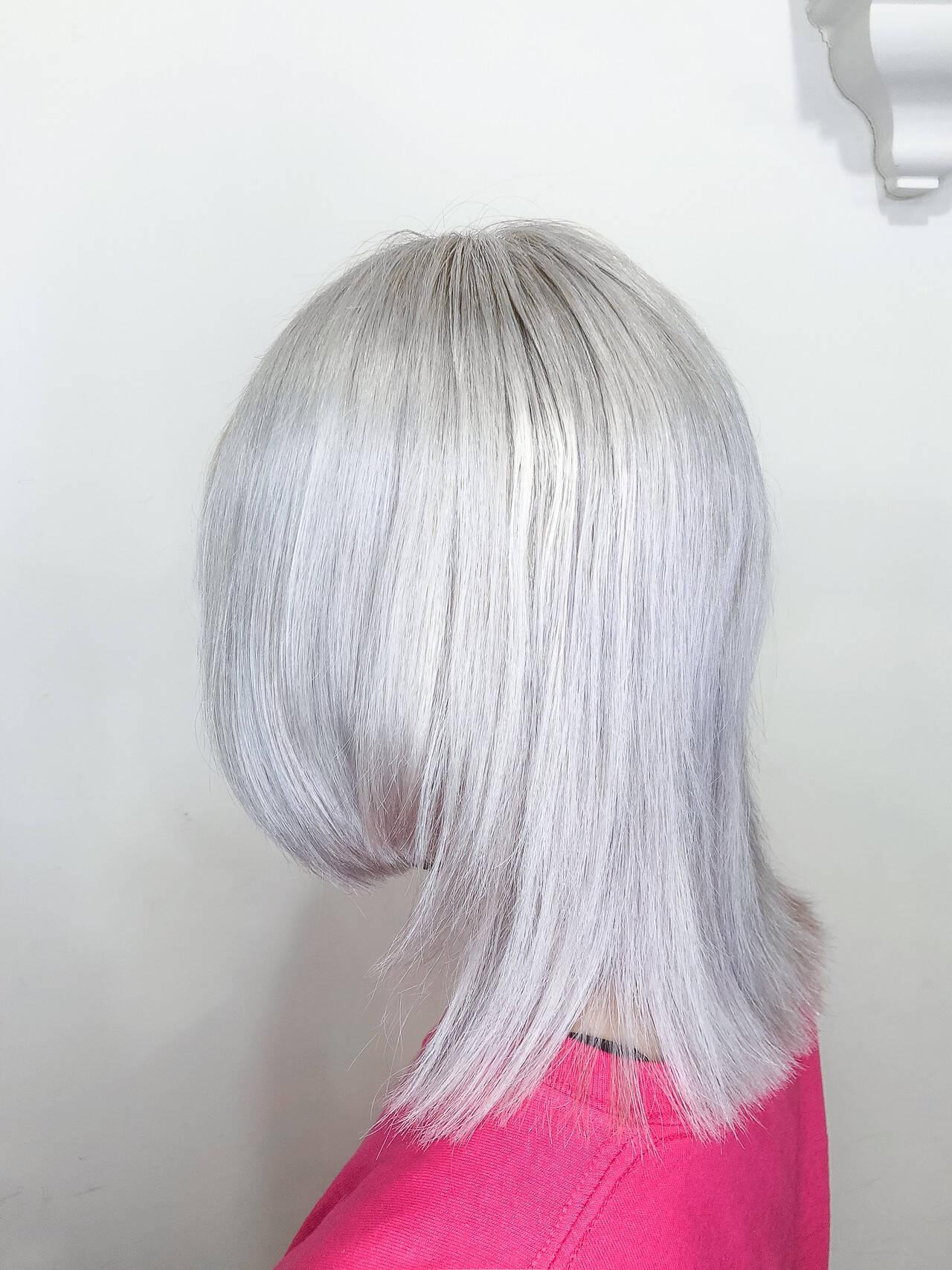 派手髪 ミディアム ハイトーンカラー ブリーチヘアスタイルや髪型の写真・画像