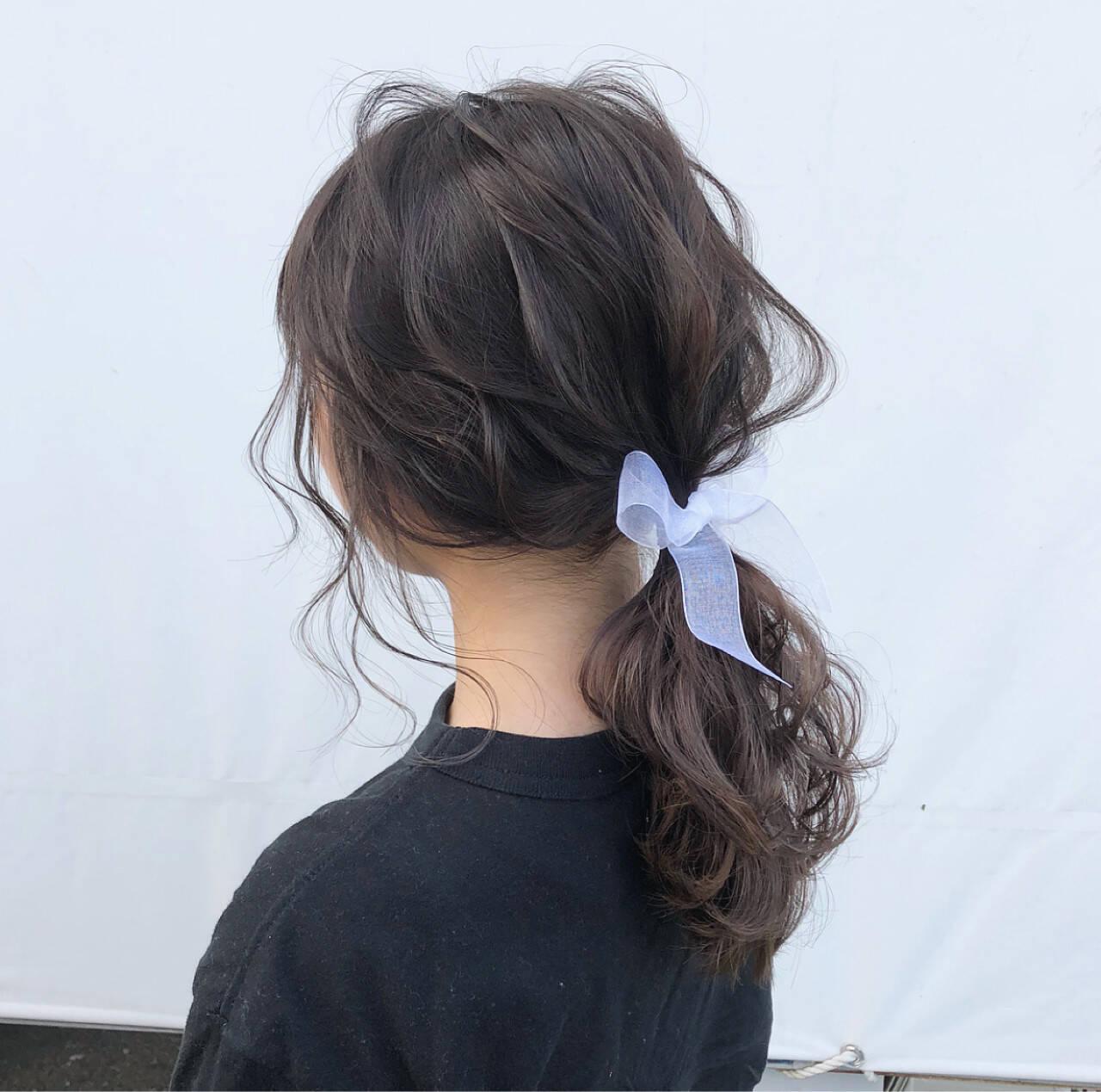 ヘアアレンジ セミロング ナチュラル ローポニーテールヘアスタイルや髪型の写真・画像