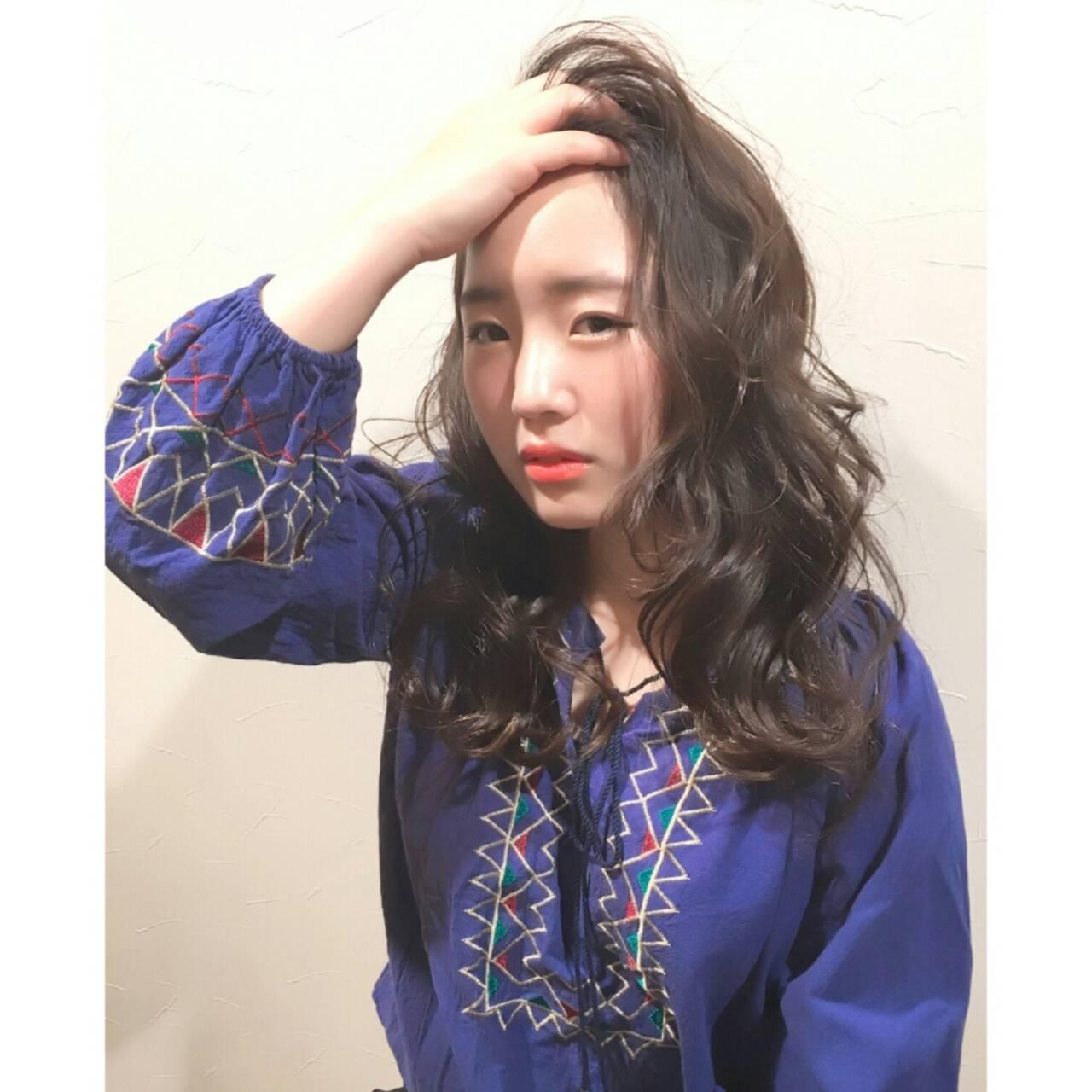 外国人風 暗髪 大人かわいい ナチュラルヘアスタイルや髪型の写真・画像