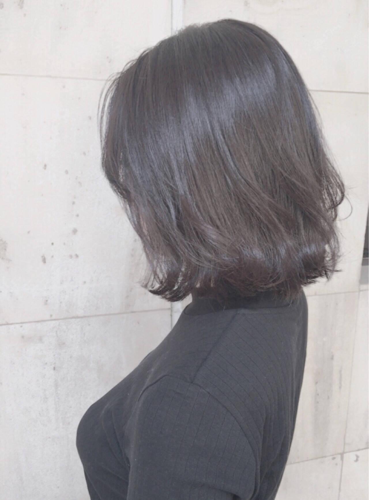 ボブ 冬 暗髪 グレージュヘアスタイルや髪型の写真・画像