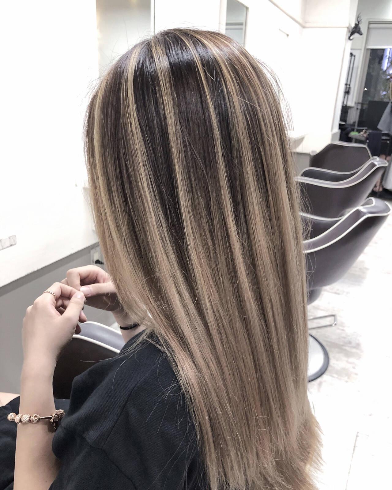 グレージュ コントラストハイライト バレイヤージュ 外国人風カラーヘアスタイルや髪型の写真・画像