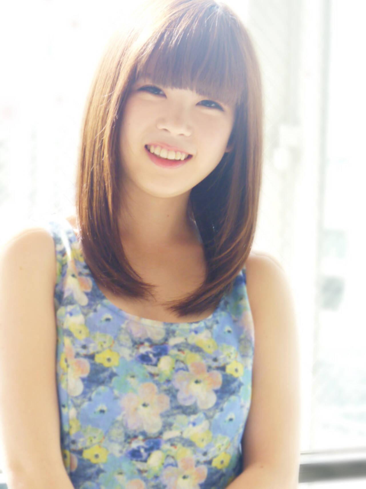 大人女子 ストレート 前髪あり ミディアムヘアスタイルや髪型の写真・画像
