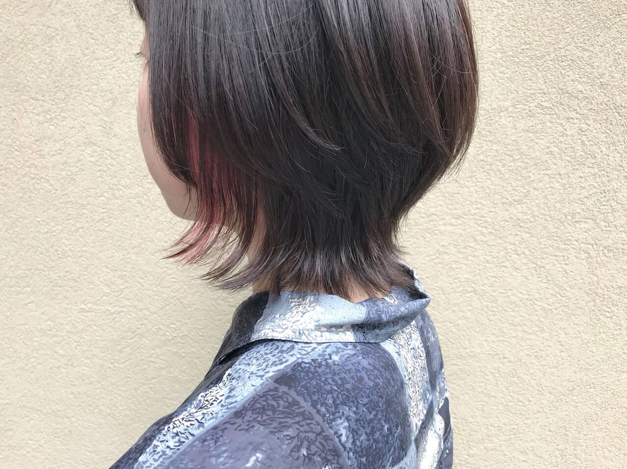 インナーカラー ショート ウルフカット ナチュラルヘアスタイルや髪型の写真・画像