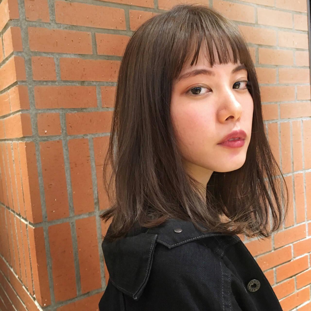 ストレート 黒髪 暗髪 ミディアムヘアスタイルや髪型の写真・画像