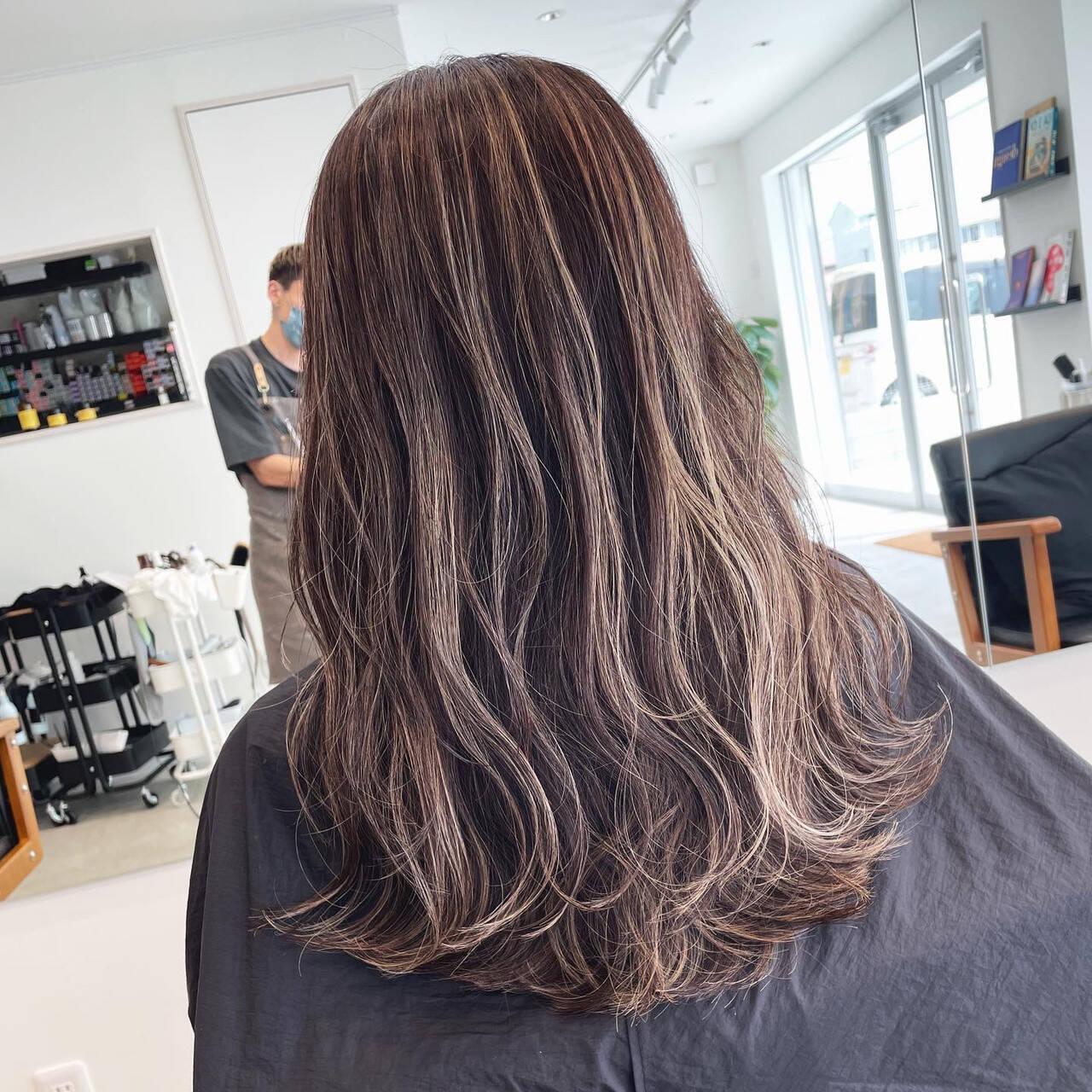 ロング ハイライト コントラストハイライト 大人ハイライトヘアスタイルや髪型の写真・画像