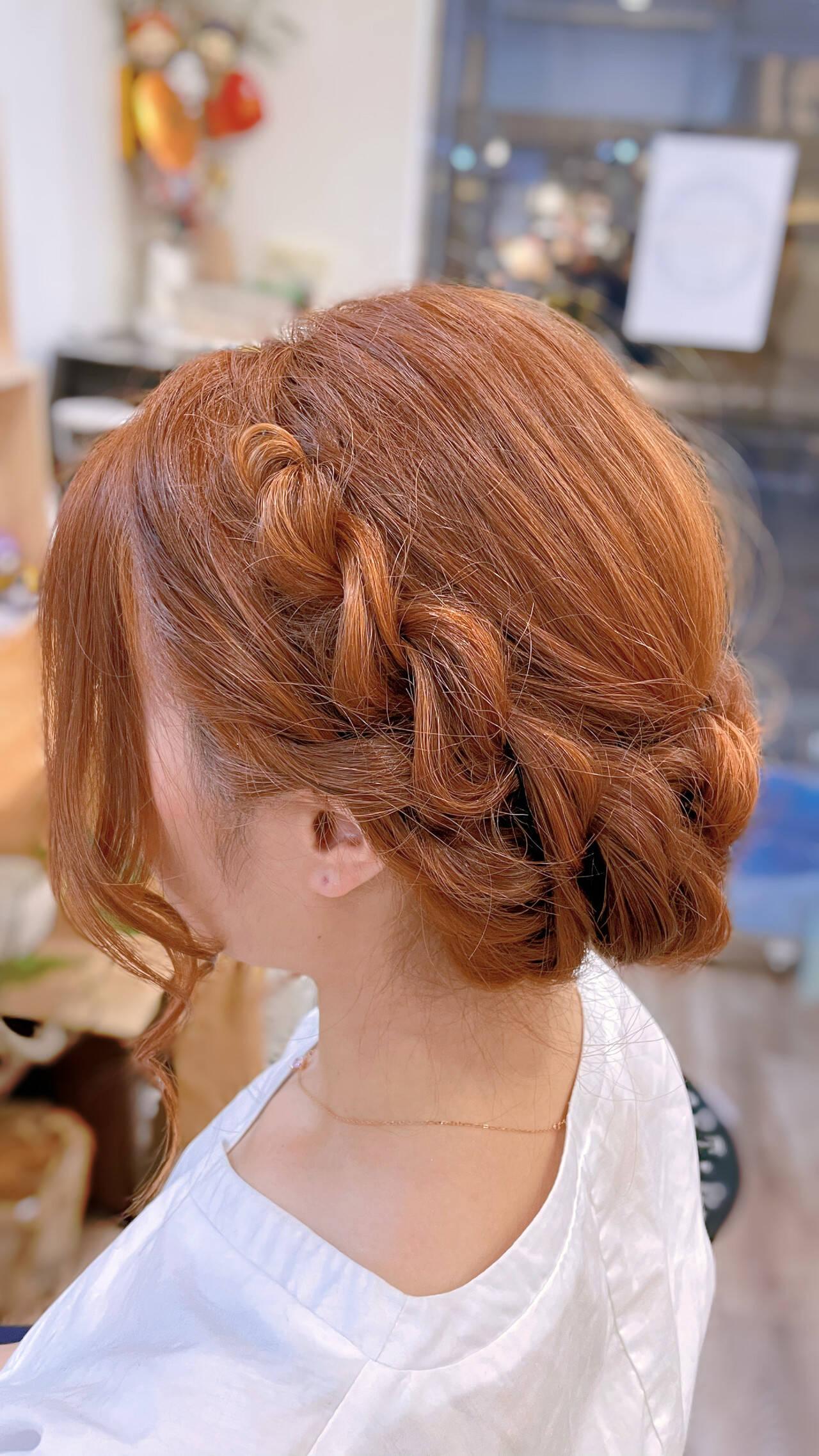 ねじり 簡単ヘアアレンジ ヘアアレンジ ロープ編みヘアスタイルや髪型の写真・画像