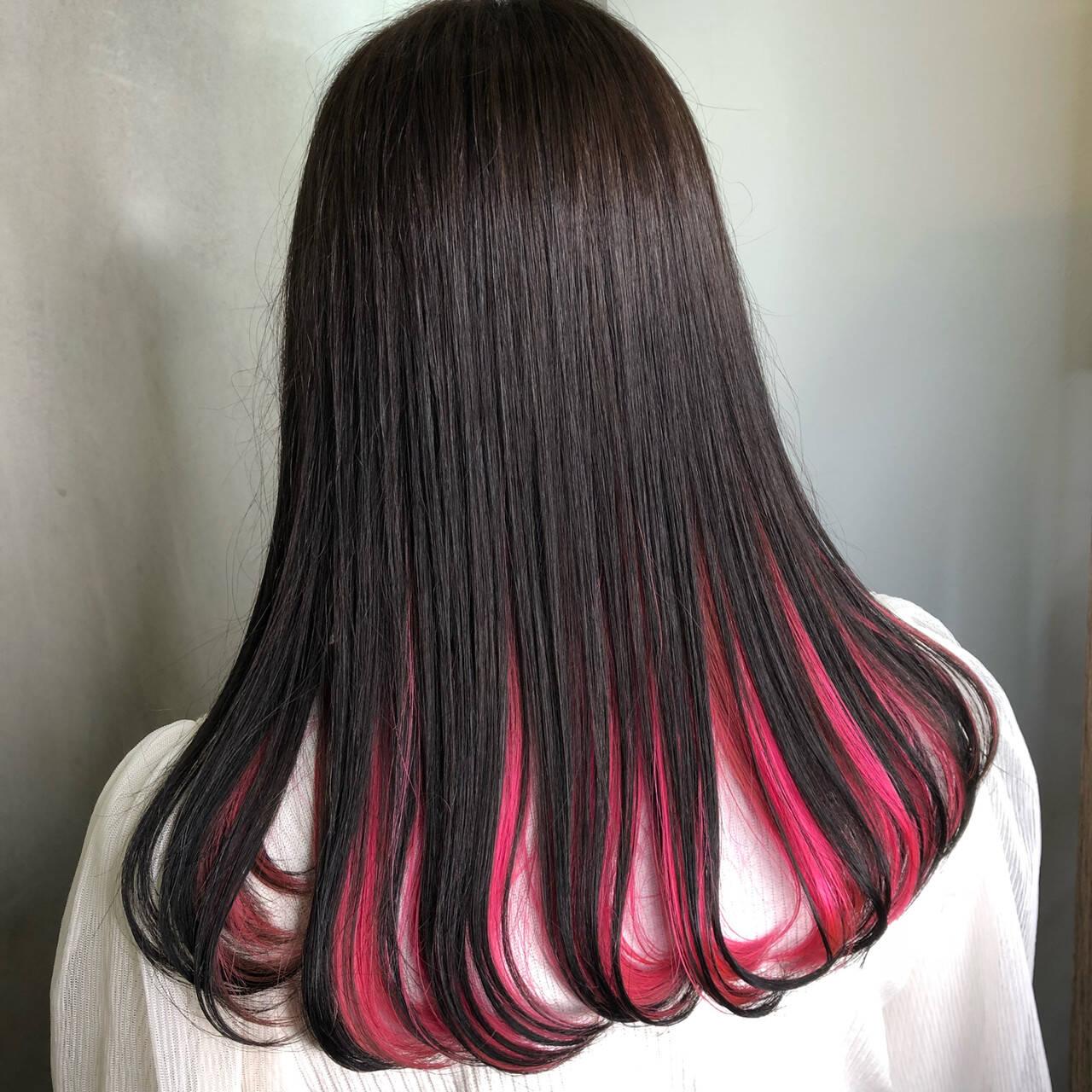 ベリーピンク 黒髪 インナーカラー ピンクヘアスタイルや髪型の写真・画像