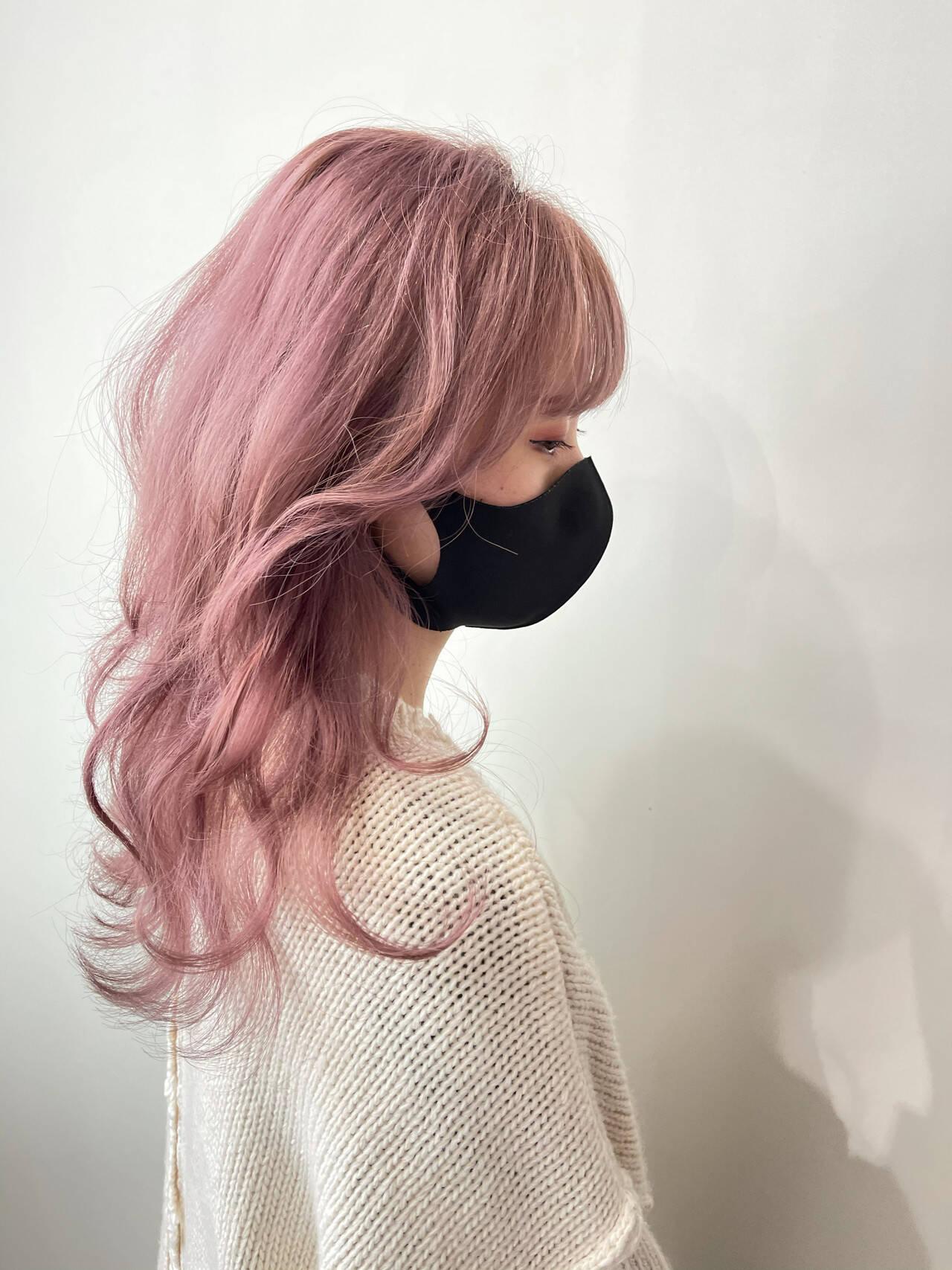 セミロング ピンク ベリーピンク ピンクアッシュヘアスタイルや髪型の写真・画像
