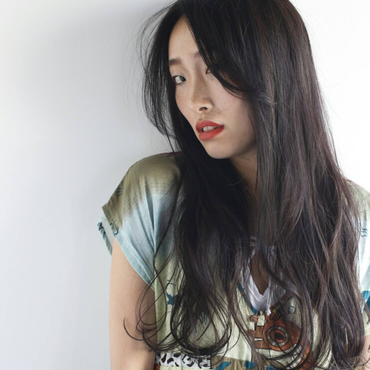 ロング ゆるふわ 外国人風 黒髪ヘアスタイルや髪型の写真・画像