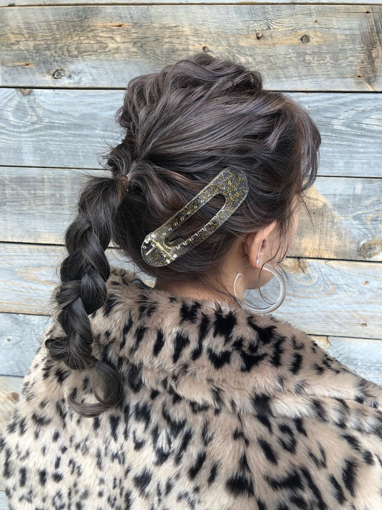 セミロング ナチュラル 簡単ヘアアレンジ パーマヘアスタイルや髪型の写真・画像