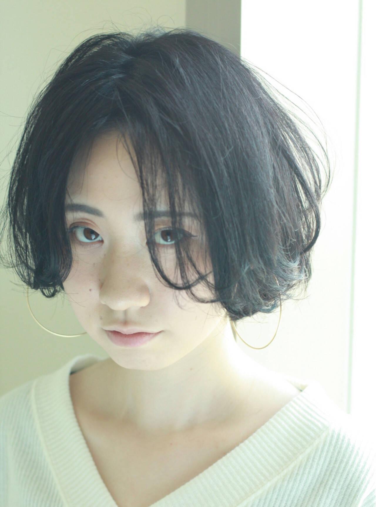 黒髪 ボブ パーマ センターパートヘアスタイルや髪型の写真・画像