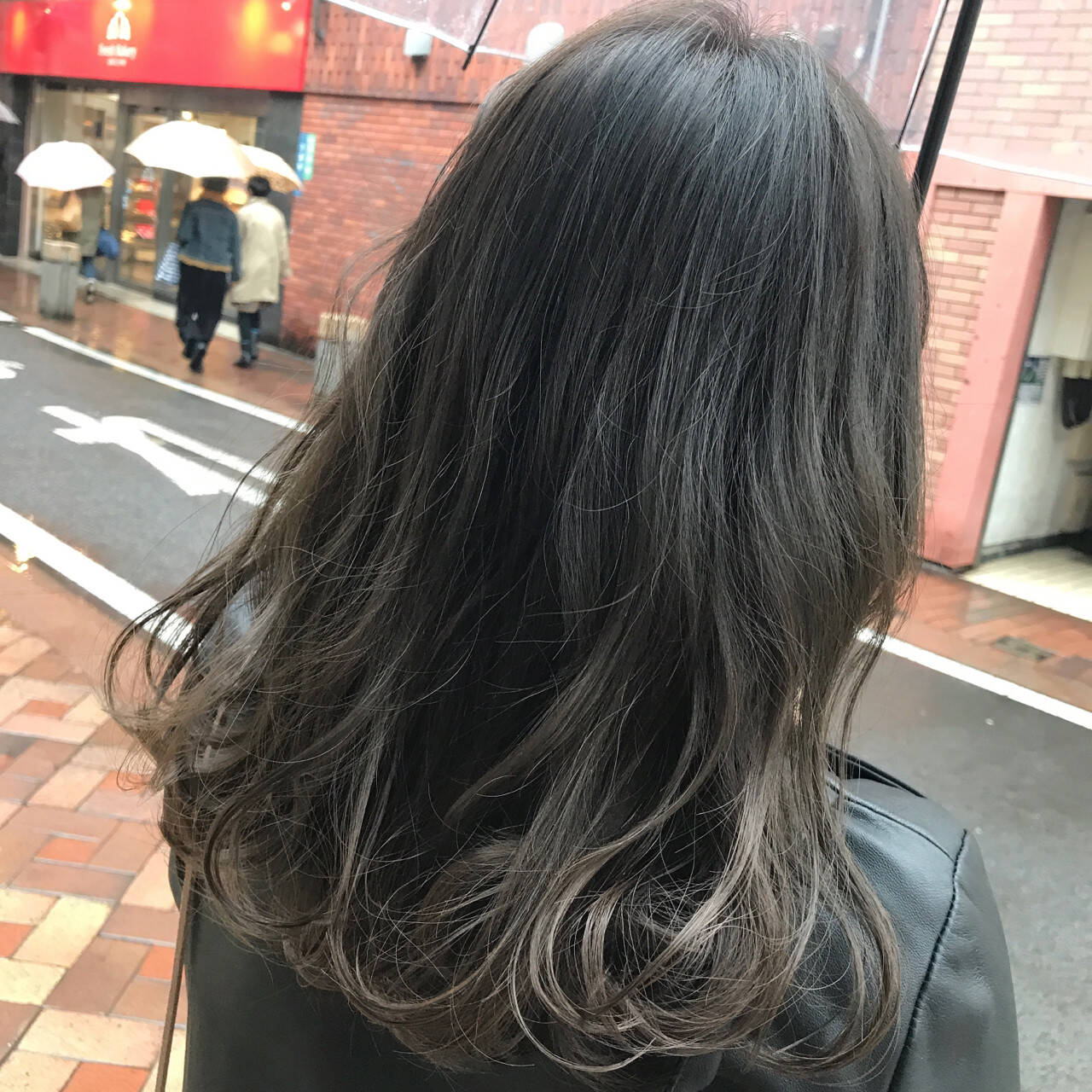 外国人風カラー ナチュラル グレージュ 暗髪ヘアスタイルや髪型の写真・画像