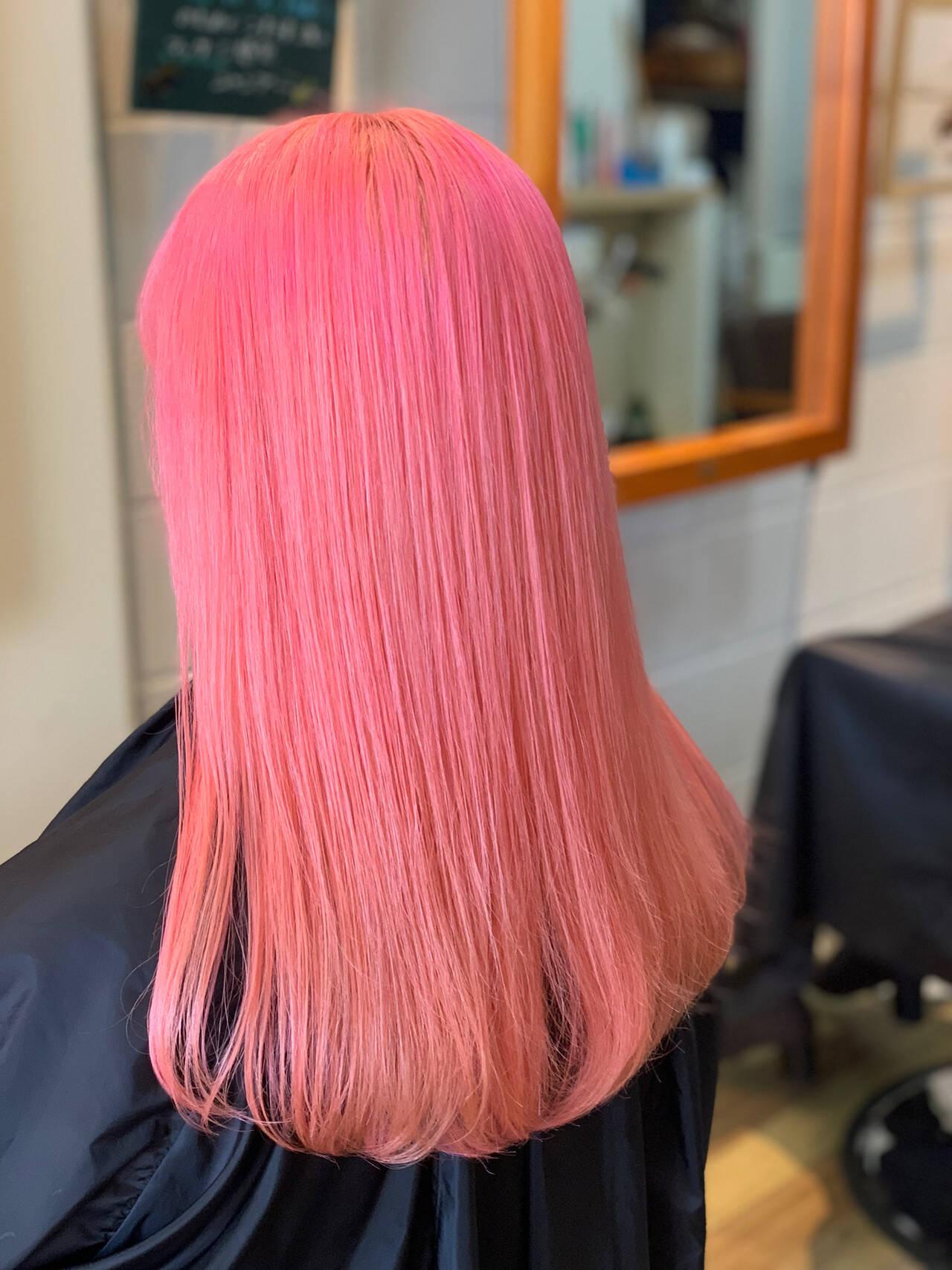 ピンク ブリーチカラー フェミニン コーラルヘアスタイルや髪型の写真・画像