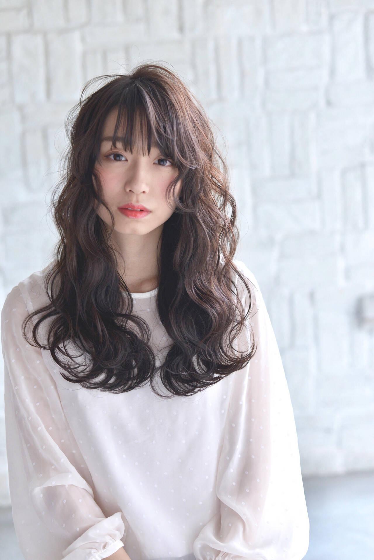 アディクシーカラー 巻き髪 波ウェーブ ロングヘアスタイルや髪型の写真・画像