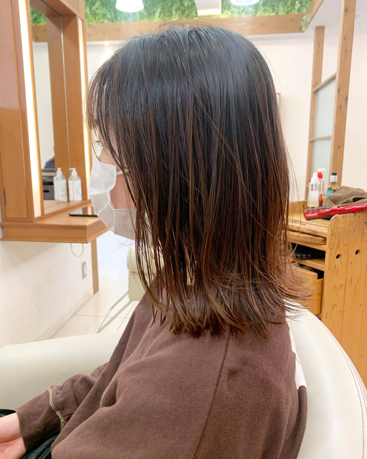ミディアムレイヤー ボブ ネオウルフ ナチュラルヘアスタイルや髪型の写真・画像